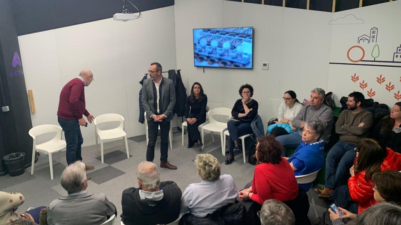 El ministre d'Afers Socials, Víctor Filloy, adreçant-se als voluntaris. / C. A. (ANA)