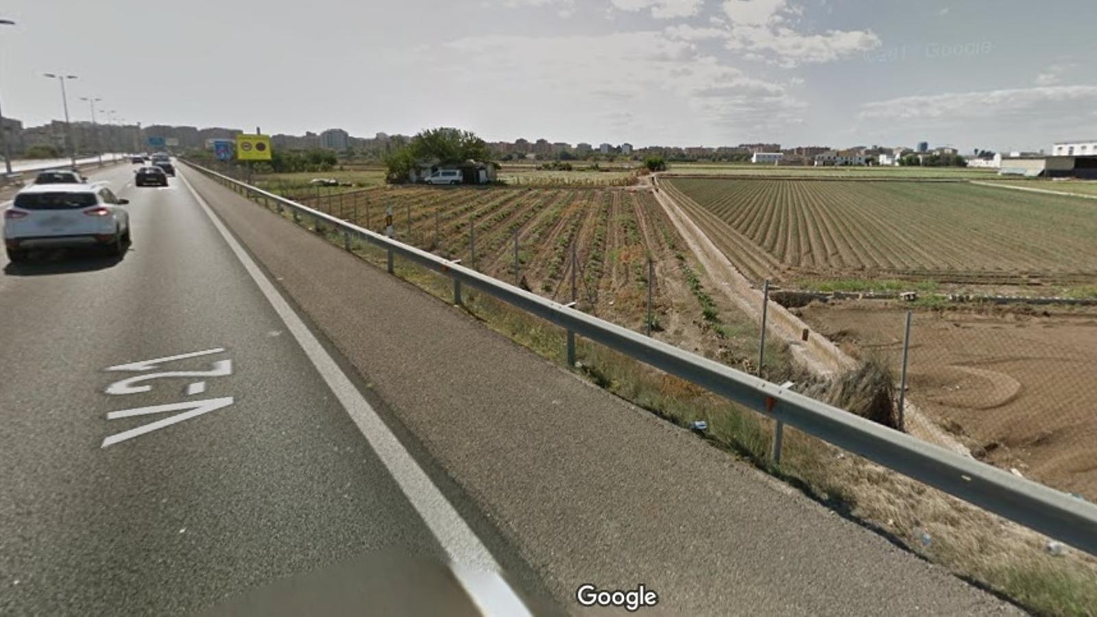 Espai d'horta que es veuria afectat per l'ampliació de l'autovia V-21 a la seva arribada a la ciutat de València