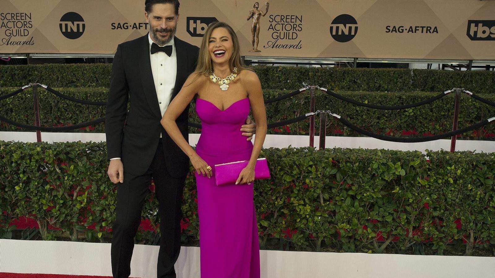 Sofía Vergara, actualment   Casada amb l'actor Joe   Manganiello, ha estat  Denunciada per dos embrions  Que havia congelat amb el seu  Ex, Nick Loeb.