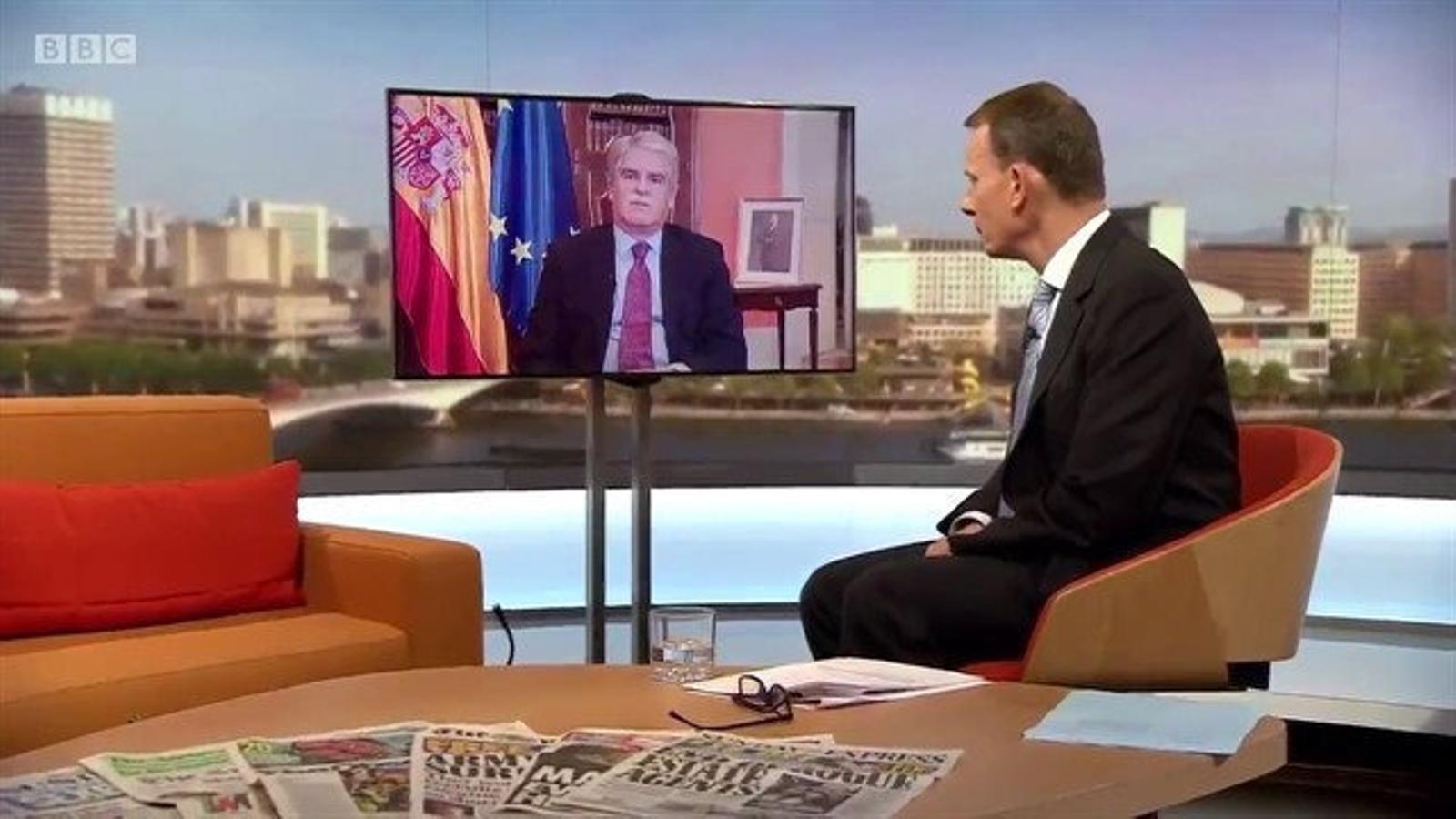 22 d'octubre del 2017: Dastis diu a la BBC que moltes de les imatges de l'1-O eren falses