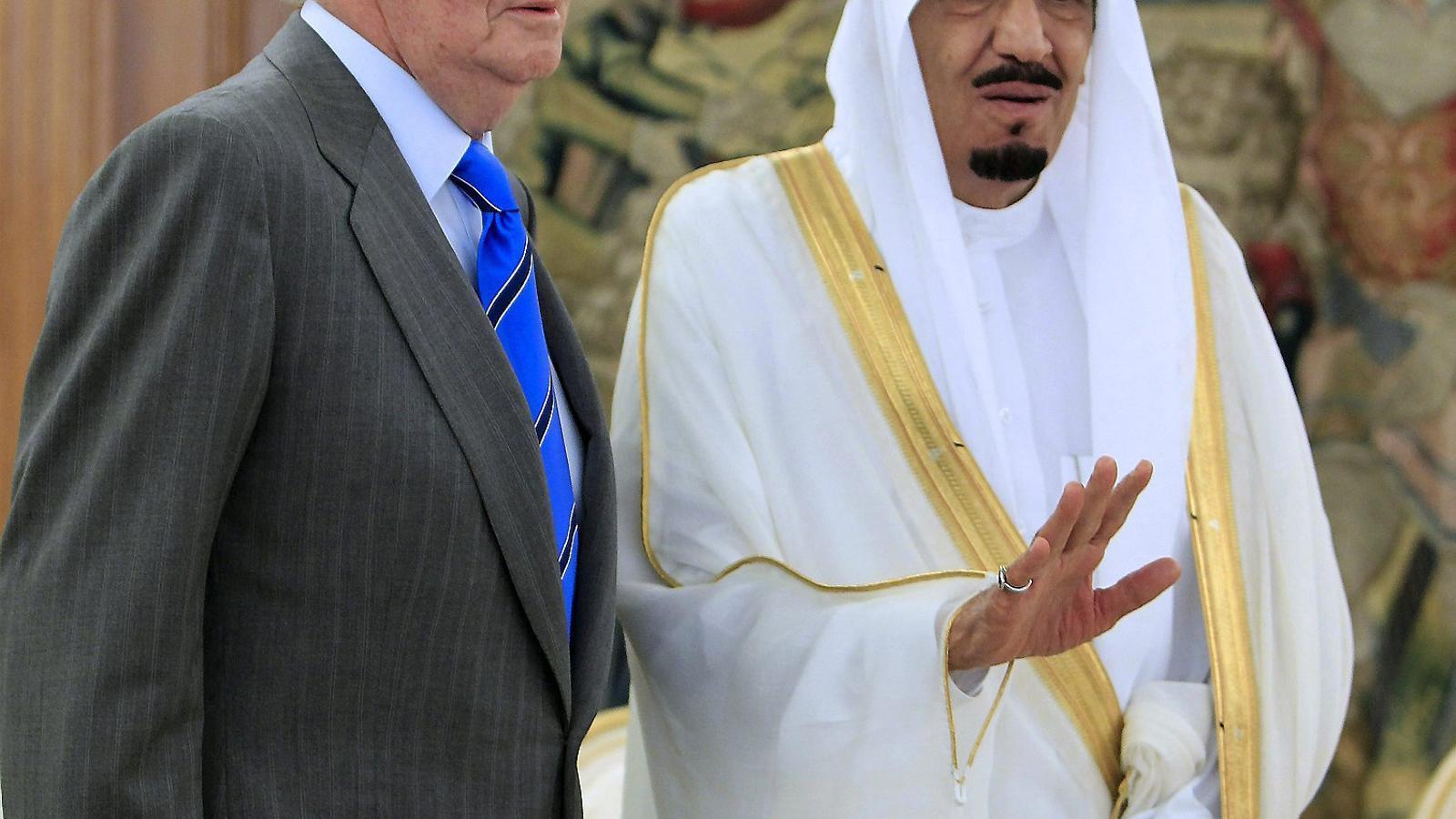 Joan Carles I el 2012 amb l'actual rei de l'Aràbia Saudita, el llavors príncep i ministre de Defensa Salman bin Abdulaziz.
