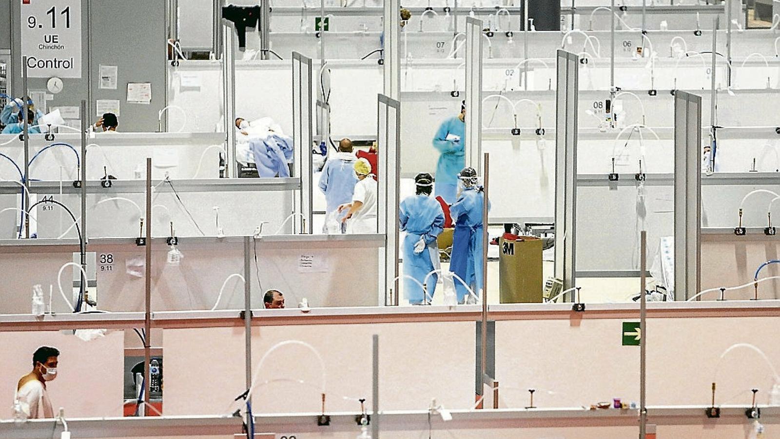 Els pavellons 7 i 9 de l'hospital de campanya d'Ifema,  a Madrid,  ja tenen compartiments per separar els pacients.