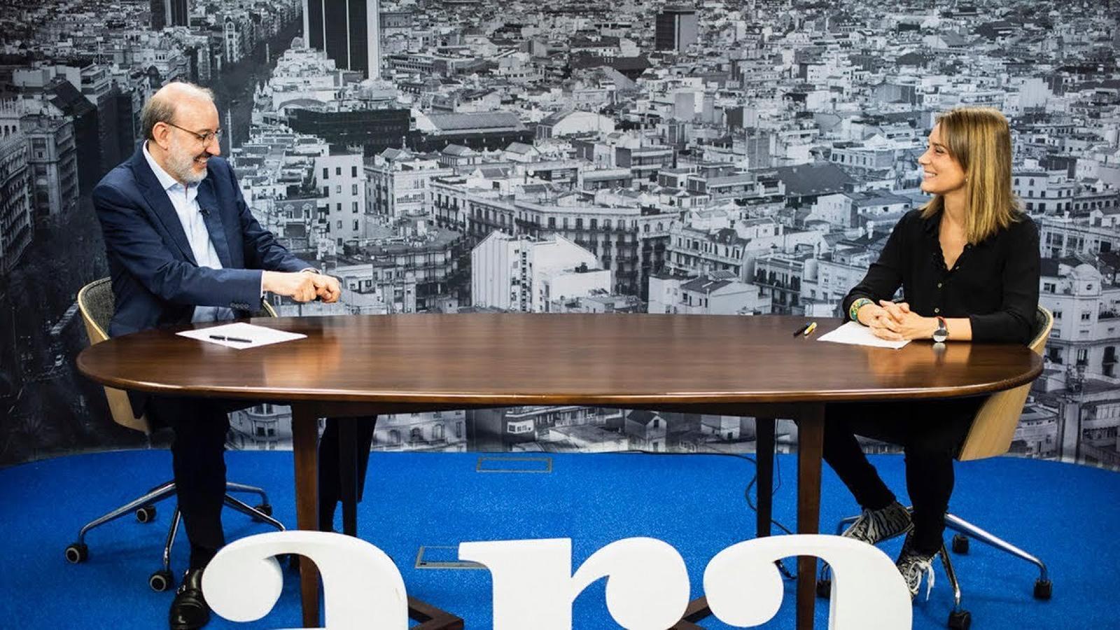 Antoni Bassas entrevista a Jèssica Albiach
