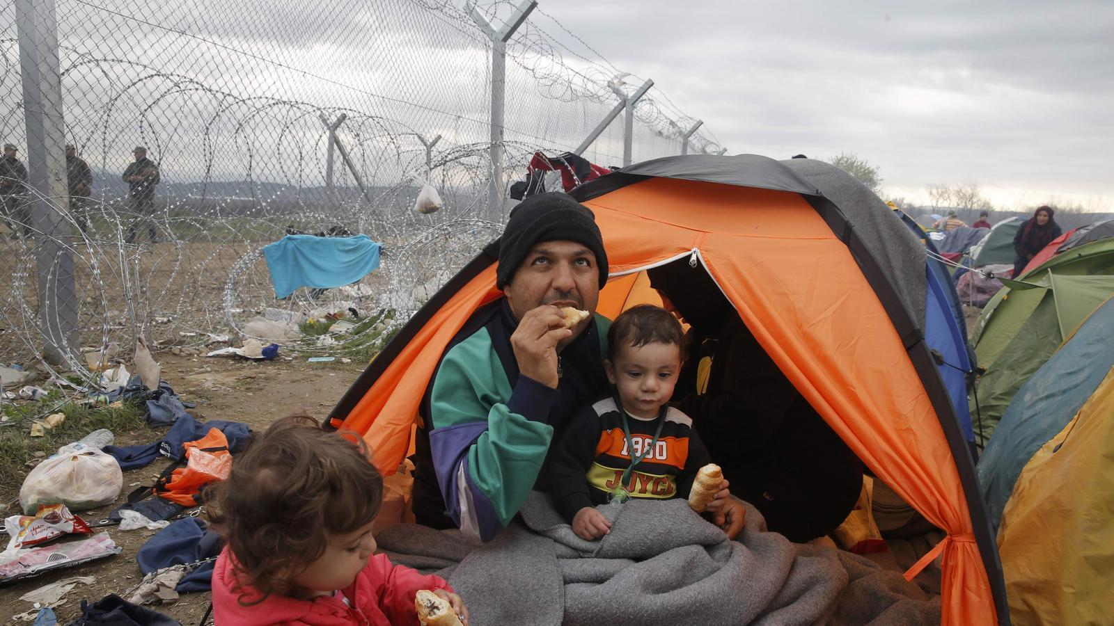 DES DE CASA - Página 6 Tendes-plantades-tocar-frontera-Macedonia_1535856543_27729330_399x224