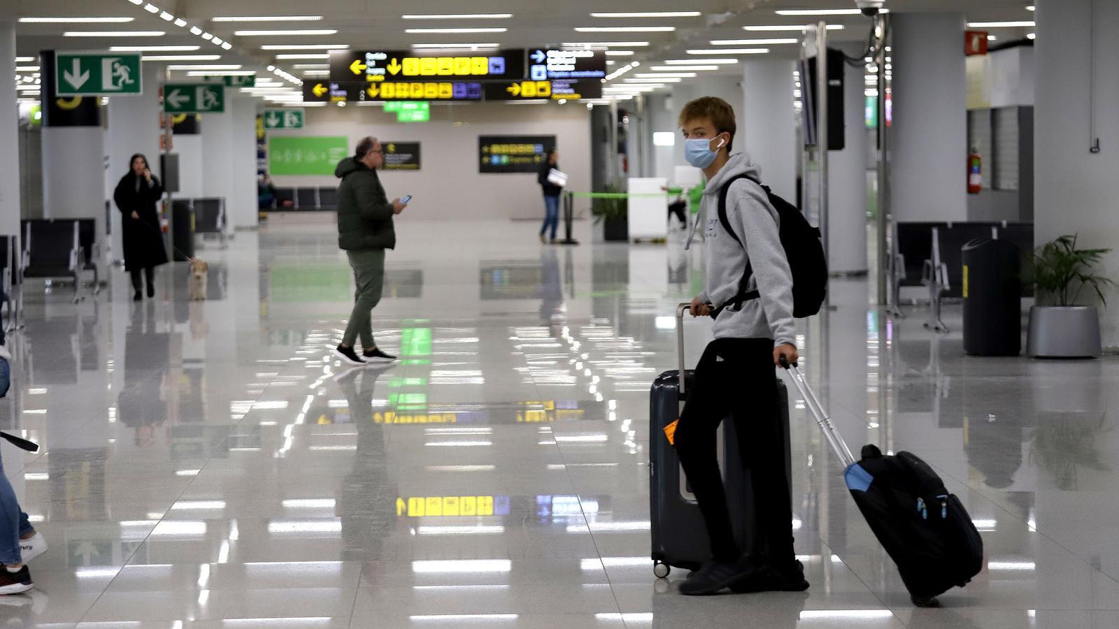 L'aeroport de Palma, el primer dia de restriccions de vols a causa del coronavirus.