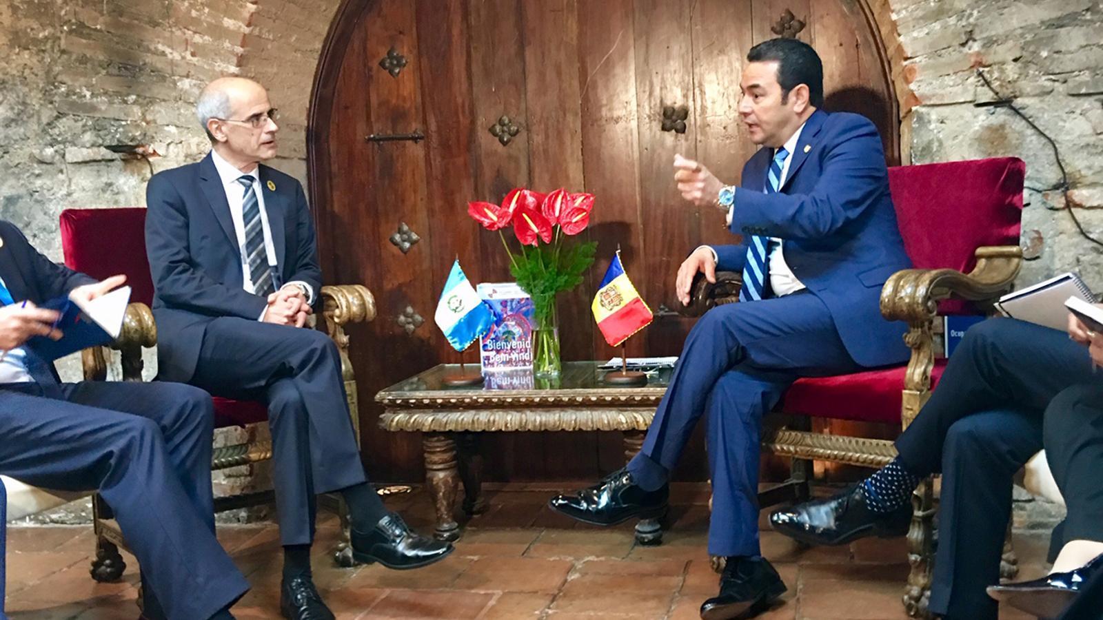 Un moment de la trobada del cap de Govern, Toni Martí, amb el president de Guatemala, Jimmy Morales. / SFG