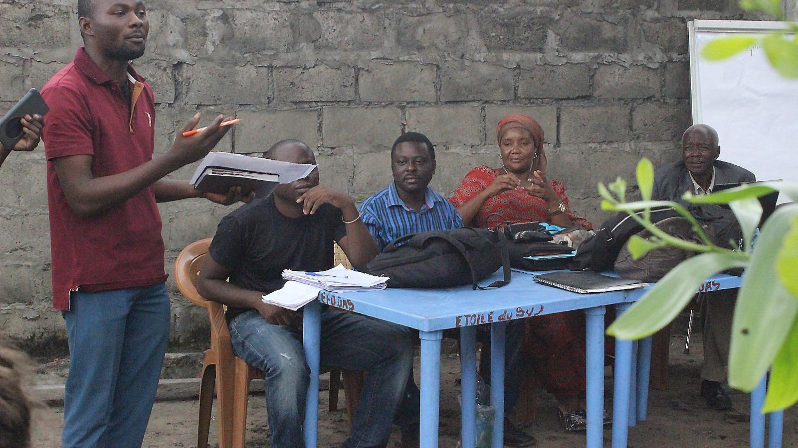 Els dos activistes participant en una reunió d'Etoile du Sud, en una imatge recent.