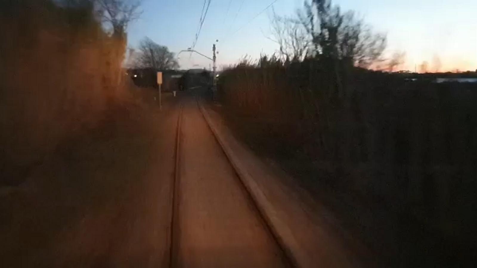 Imatges des de cabina de tren passant pel nou pont ferroviari que enllaça Blanes i Malgrat
