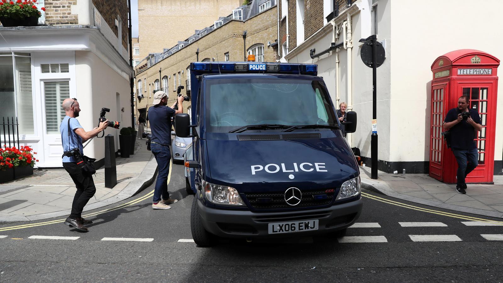 El cotxe policial que portava l'autor de l'atropellament del passat dimarts.