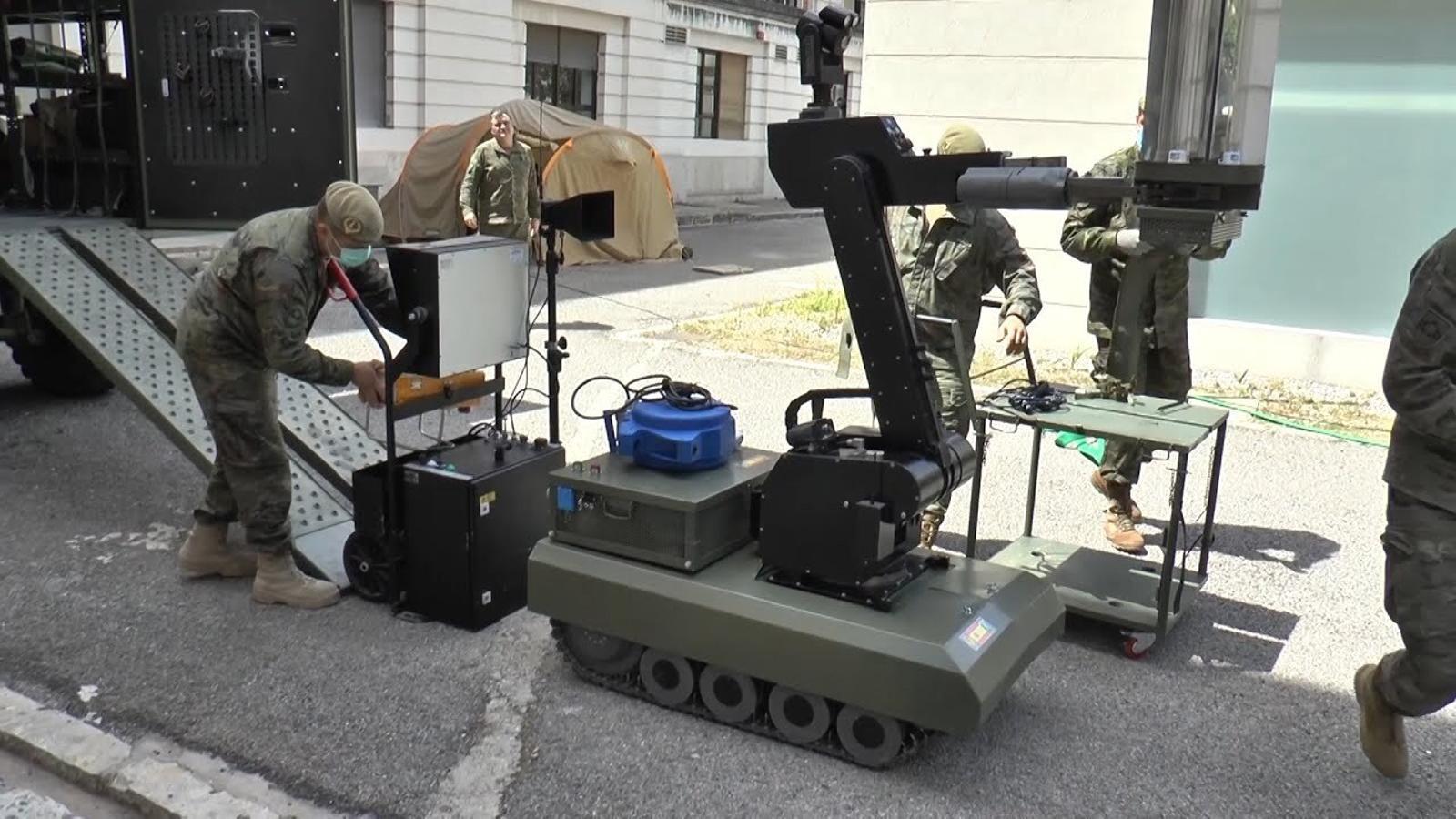 L'exèrcit transforma un robot per desactivar explosius en un vehicle per eliminar el coronavirus dels hospitals