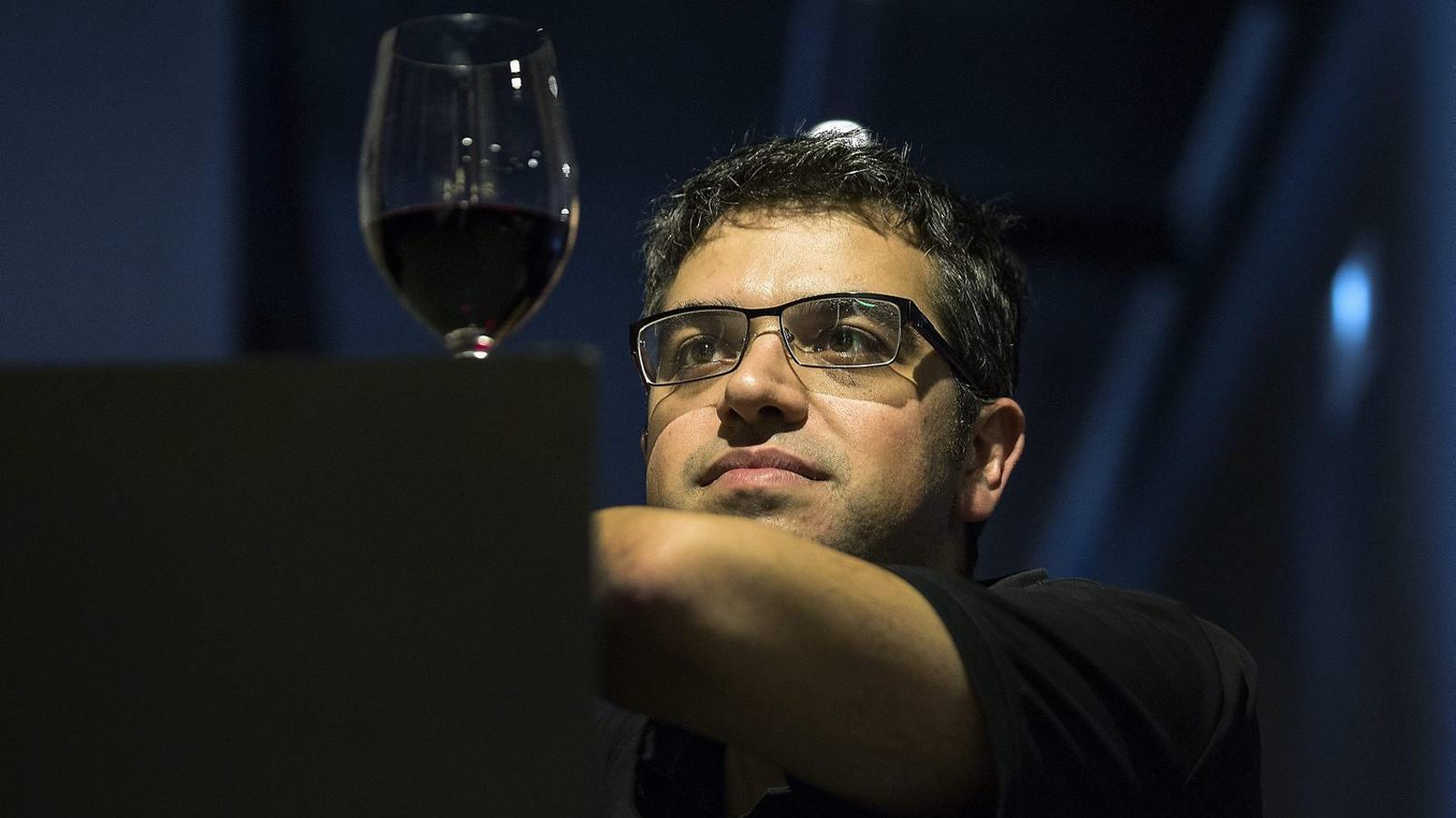 """""""Els nostres vins tenen més qualitat que mai, ara cal aprendre a vendre'ls a l'exterior"""" Entrevista a Ferran Centelles, sommelier i crític de vins"""