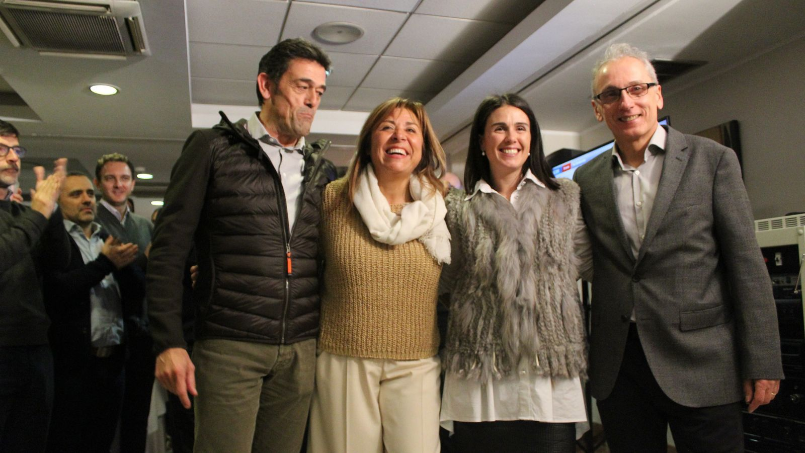 Els quatre cònsols demòcrates que revaliden la victòria a la seva parròquia: Josep Àngel Mortés, Conxita Marsol, Laura Mas i Francesc Camp. / T. N.