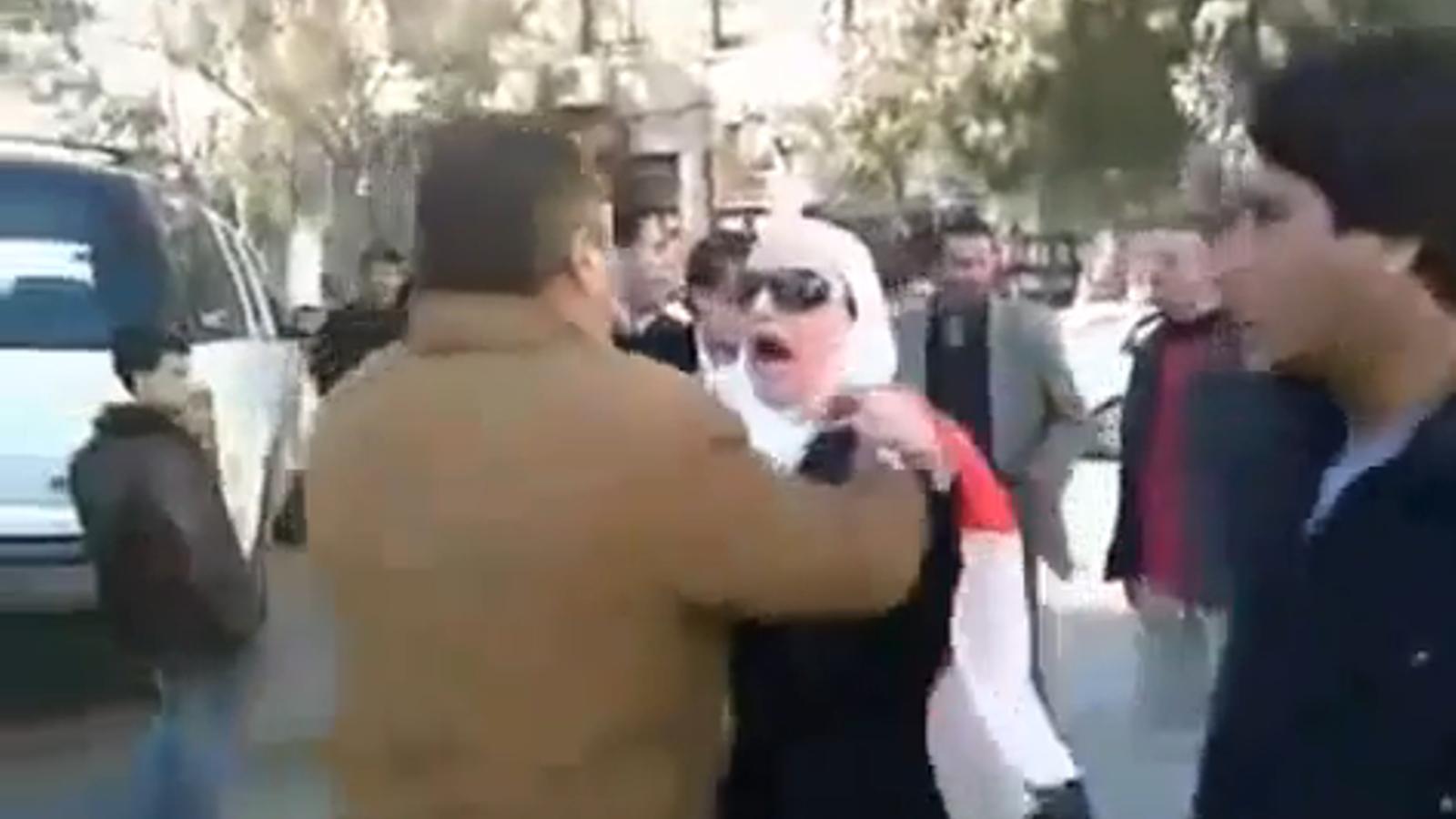 La policia secreta deté una manifestant a Damasc