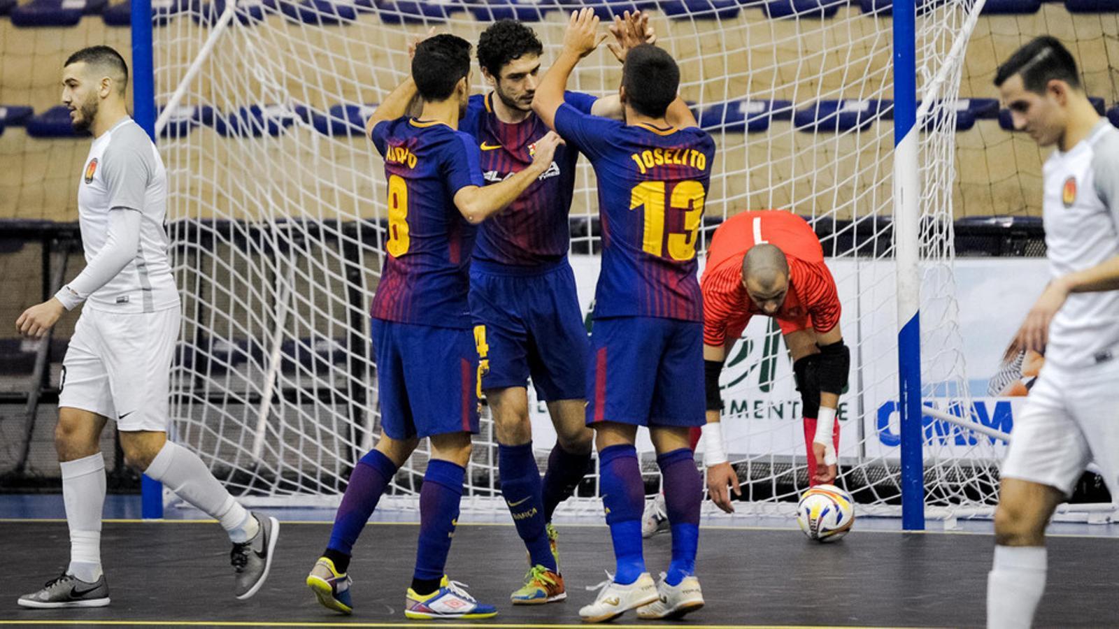 Els jugadors del Barça Lassa, celebrant un dels sis gols en la victòria davant del 'T Knooppunt holandès