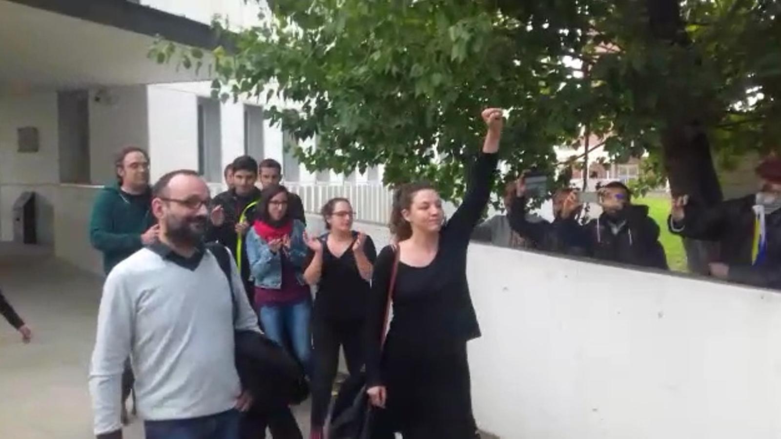 L'alcaldessa de Berga surt dels jutjats després de declarar