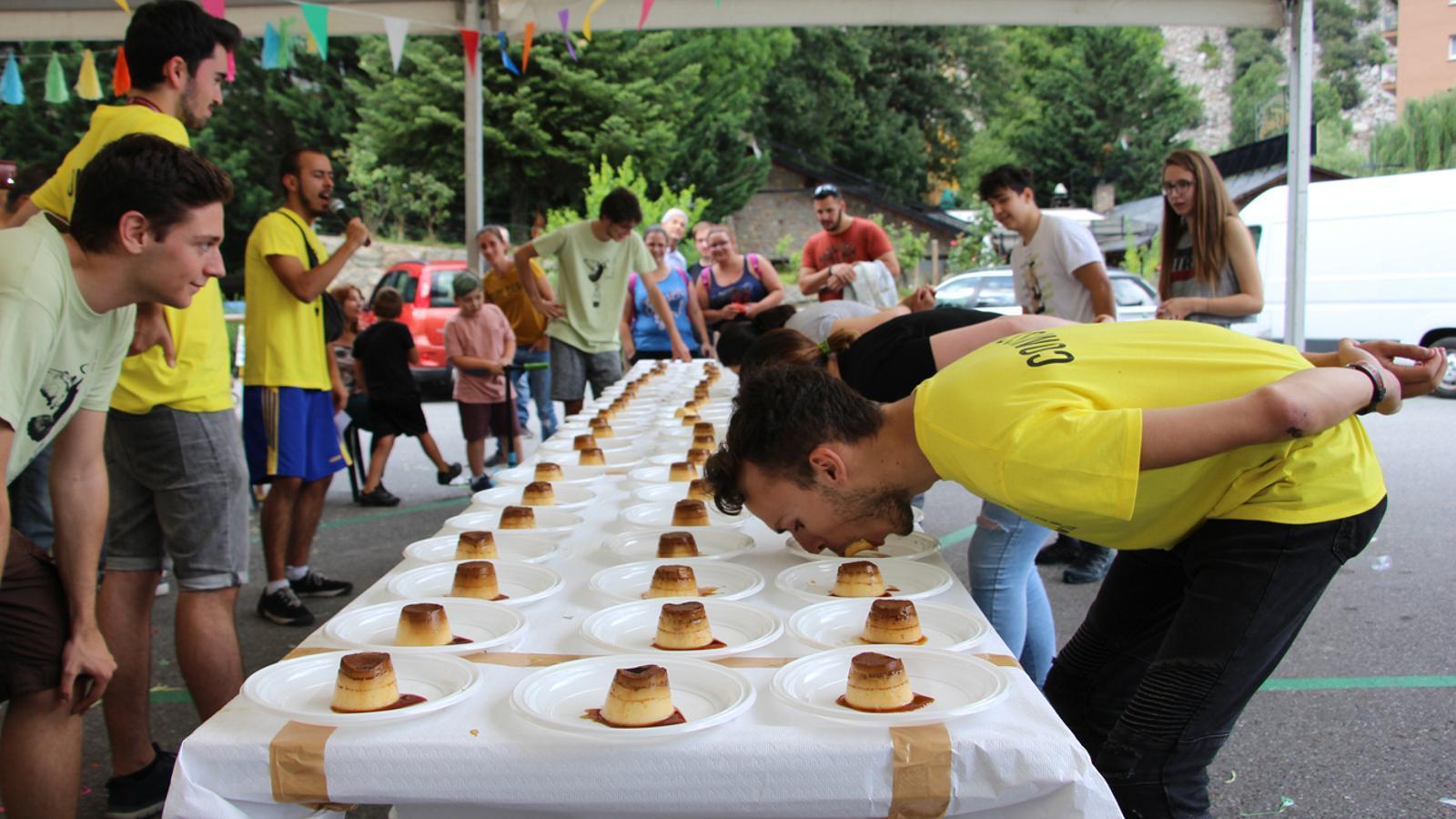 La comissió de la festa major de Santa Coloma ha comprat més de 200 flams, dels quals 150 s'han gastat pel concurs. / P. R.