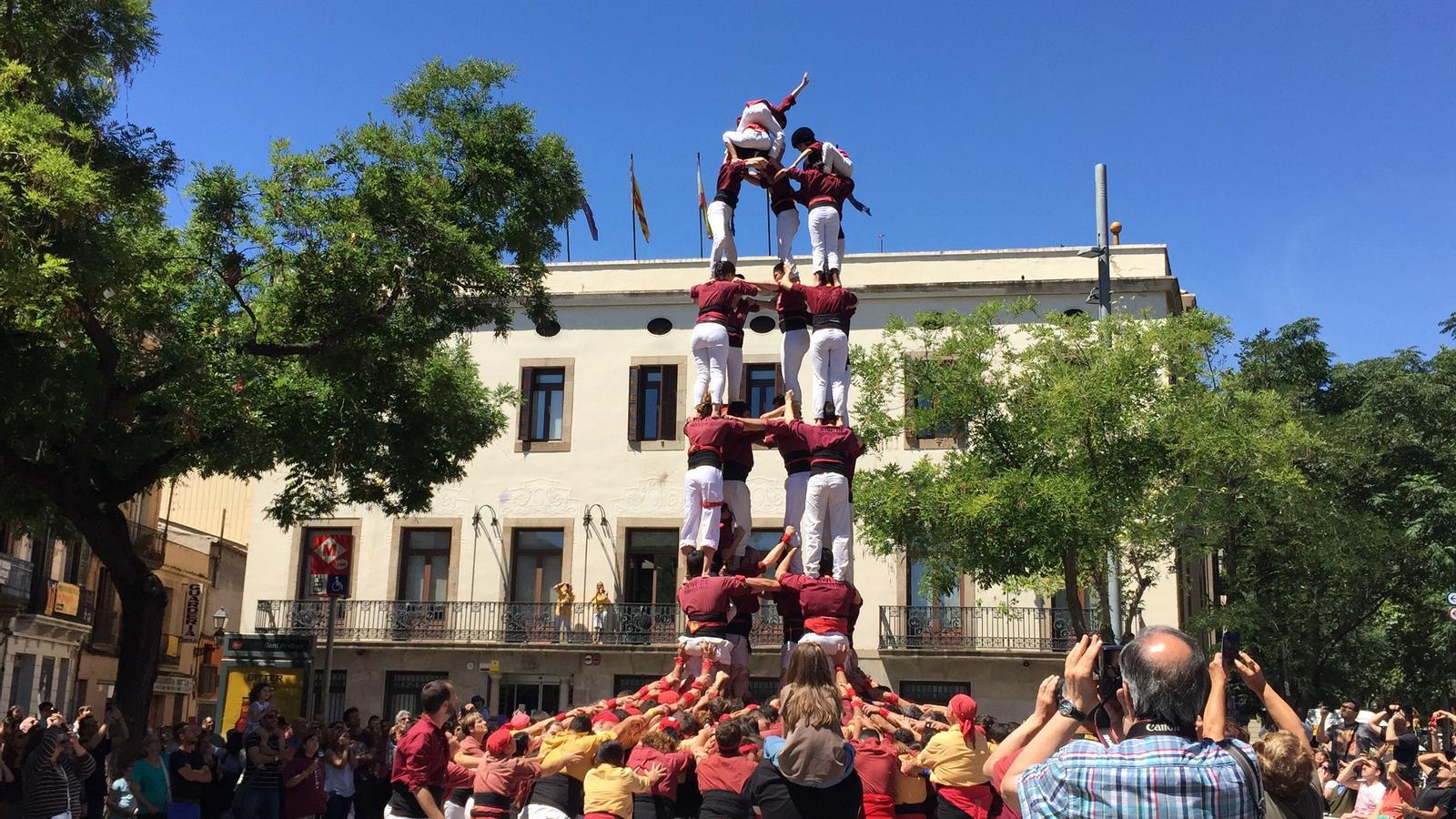 La Colla Castellera Jove de Barcelona descarrega el primer 5d7a del seu historial