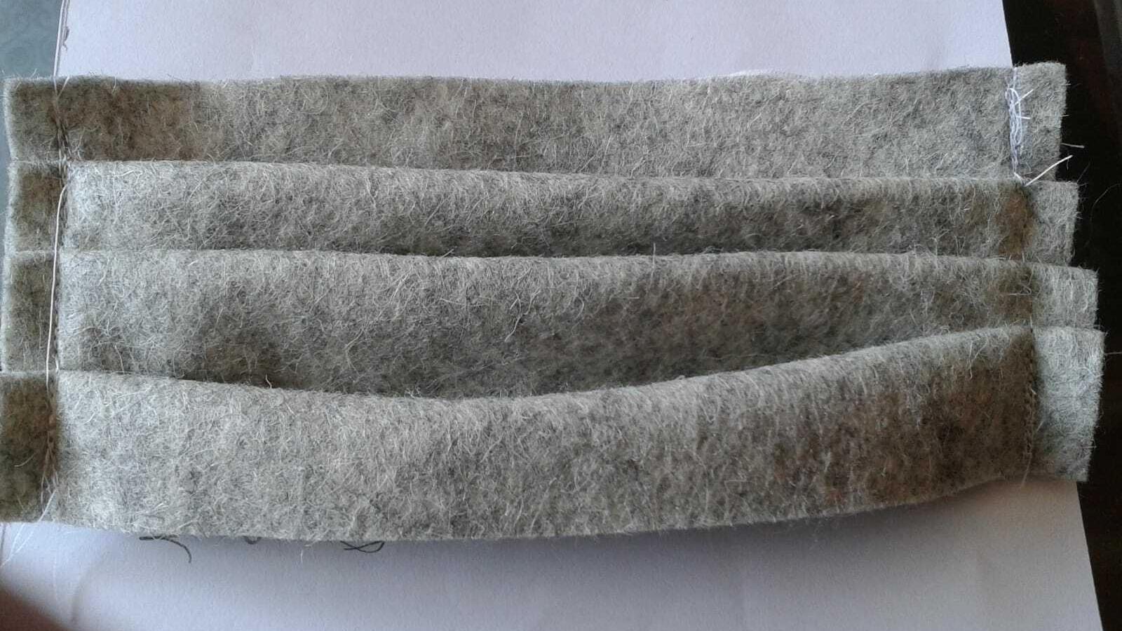 Una mascareta casolana feta de feltre