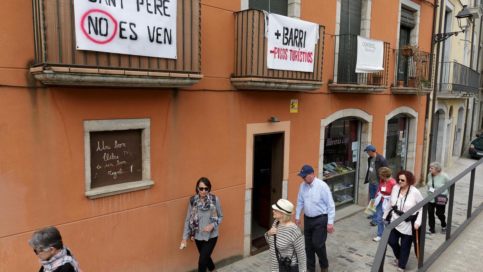 Volen que airbnb nom s ofereixi pisos legals - Pisos barri vell girona ...