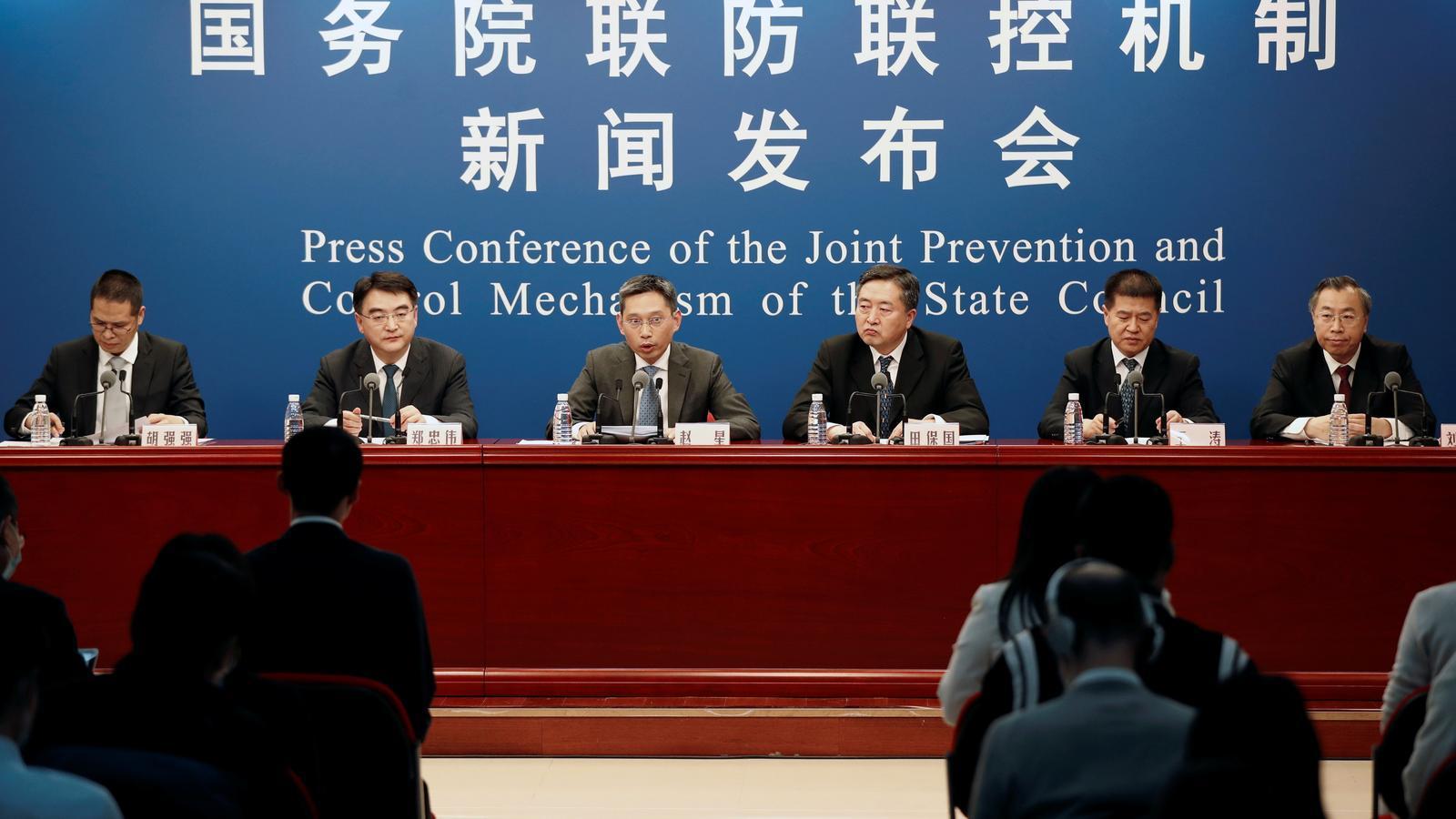 Un moment de la conferència de premsa, celebrada aquest dimarts a Pequín, sobre l'estat de la cursa per les vacunes a la Xina
