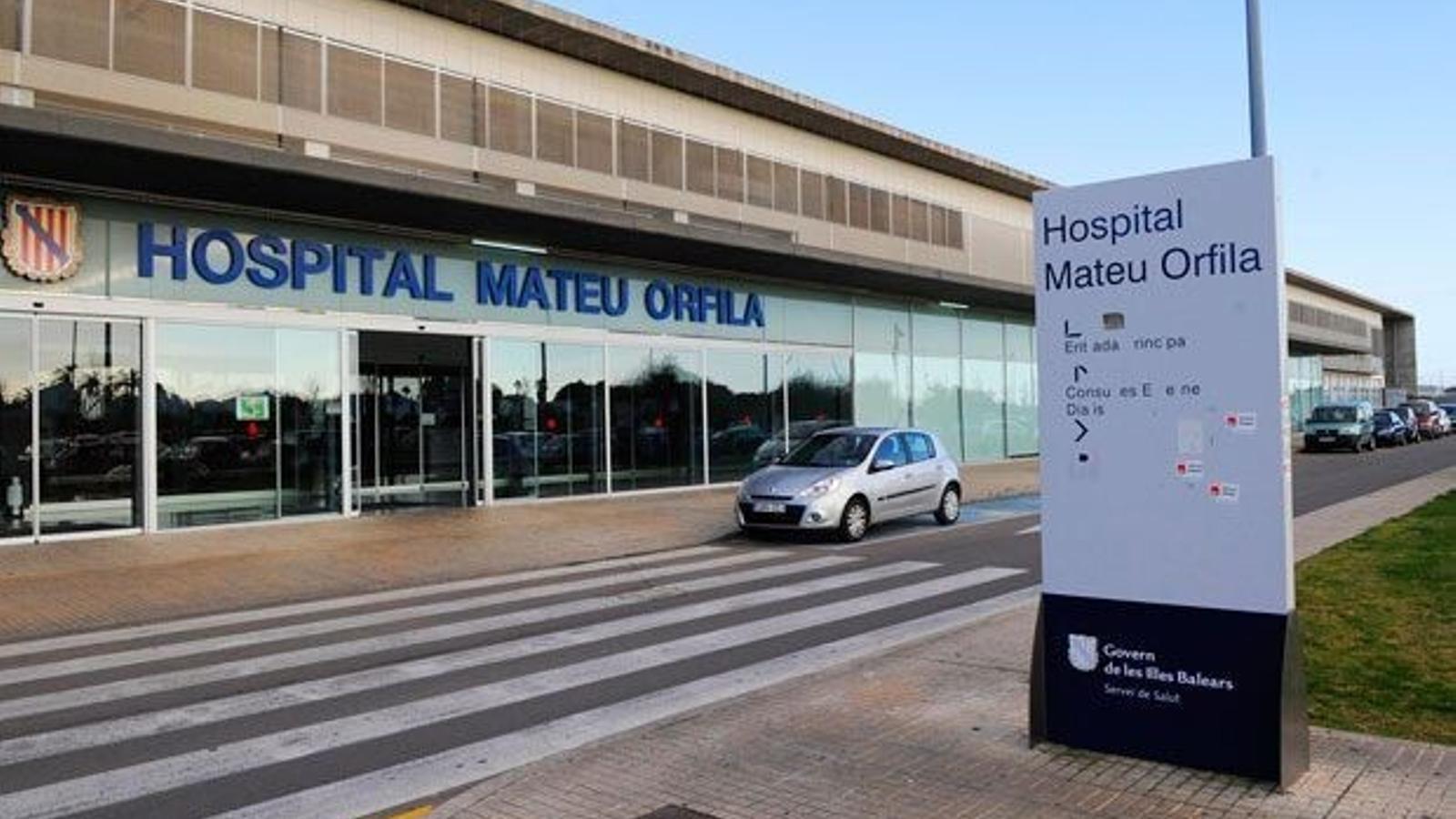 L'hospital Mateu Orfila on es troben els dos joves andorrans. / MATEU ORFILA