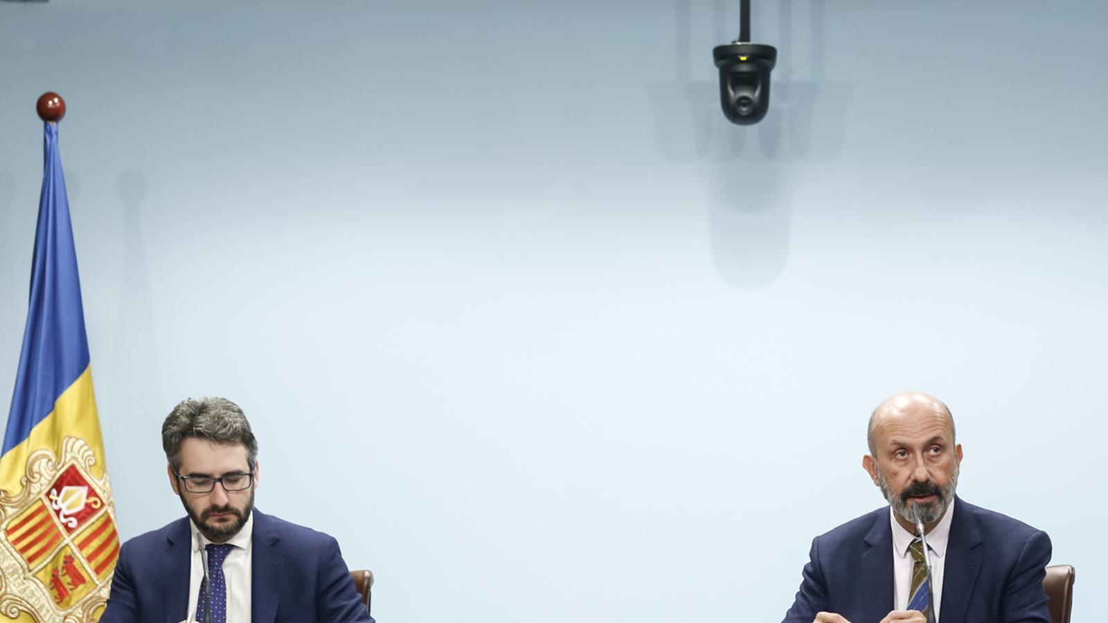 Els ministres portaveu i de Salut, Eric Jover i Joan Martínez Benazet, durant la roda de premsa per actualizar les dades sobre el coronavirus. / SFG