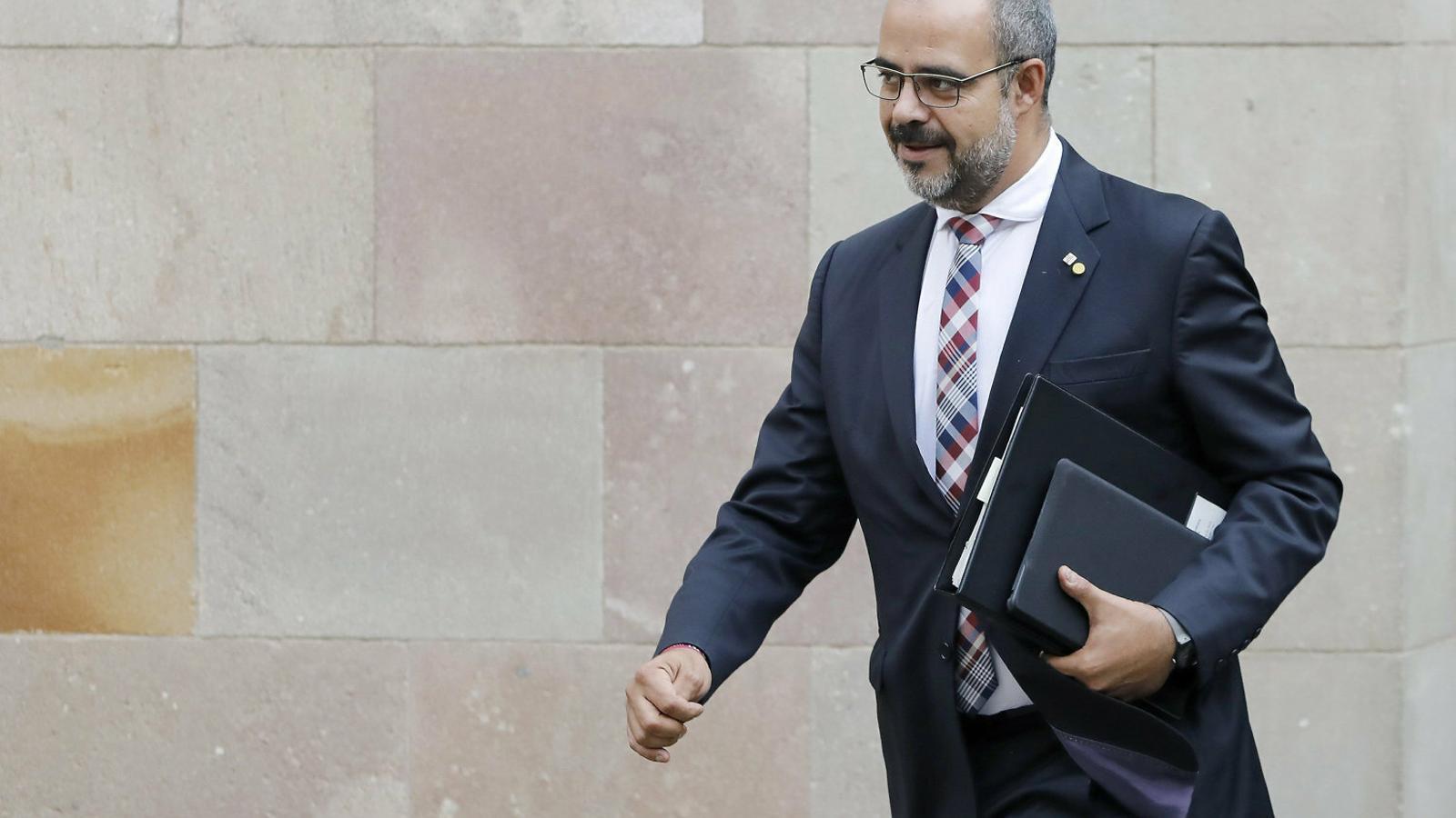 El president demana investigar els  Mossos però Buch fa costat al cos