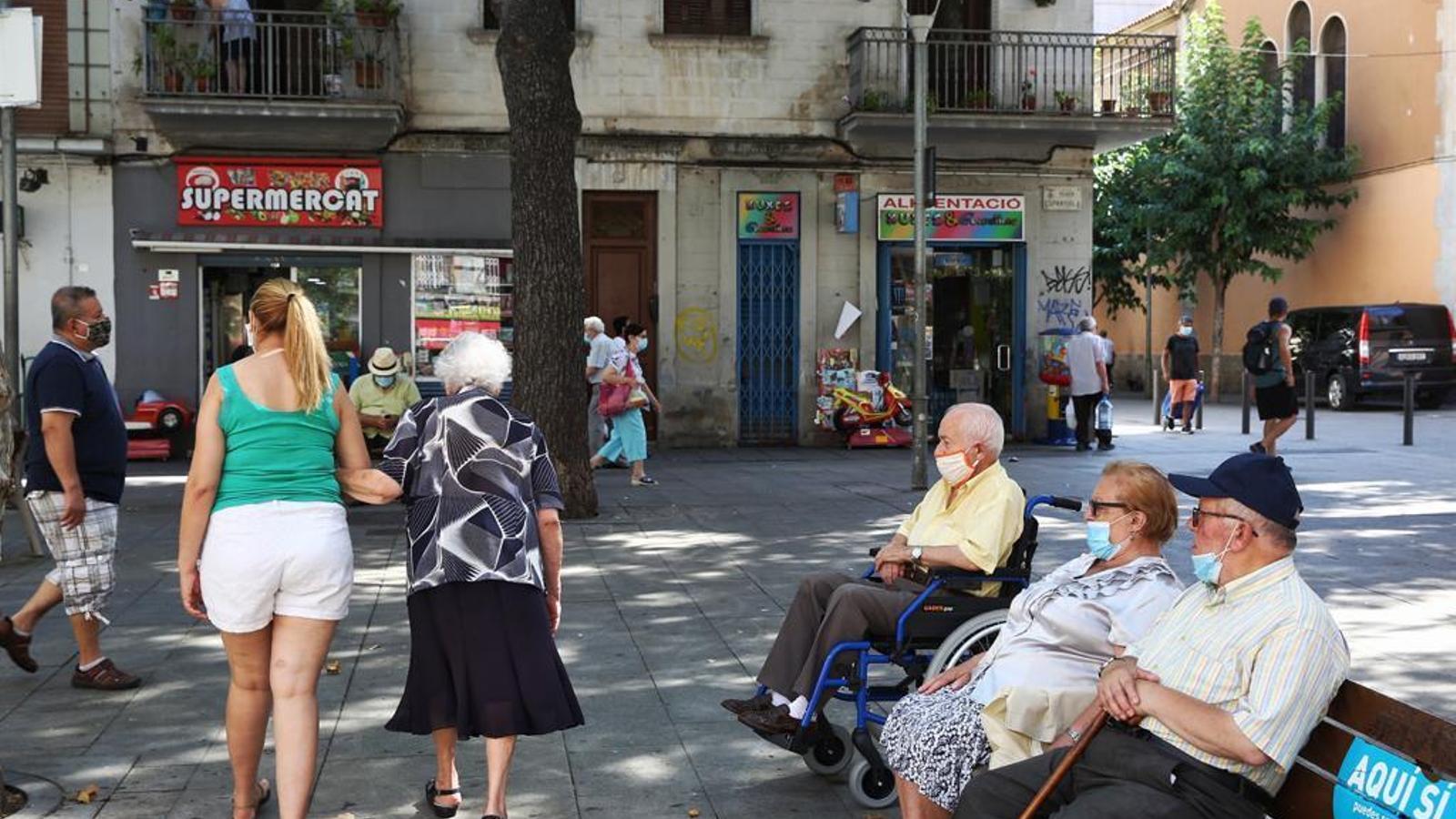Veïns de la plaça Espanyola de Torrassa, aquest matí