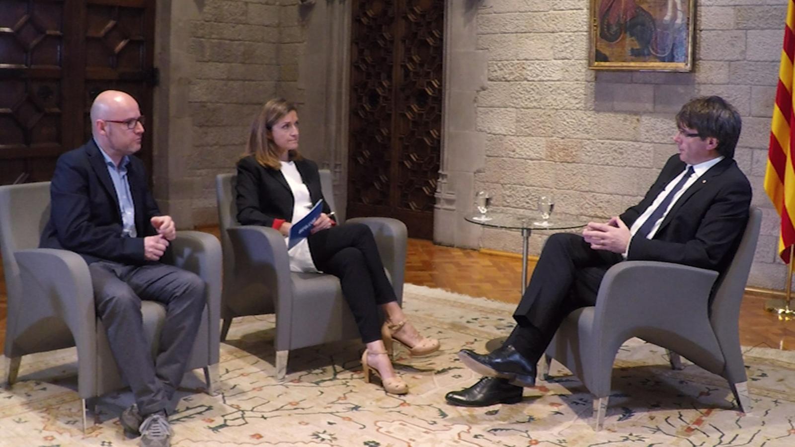 Entrevista d'Esther Vera i David Miró a Carles Puigdemont
