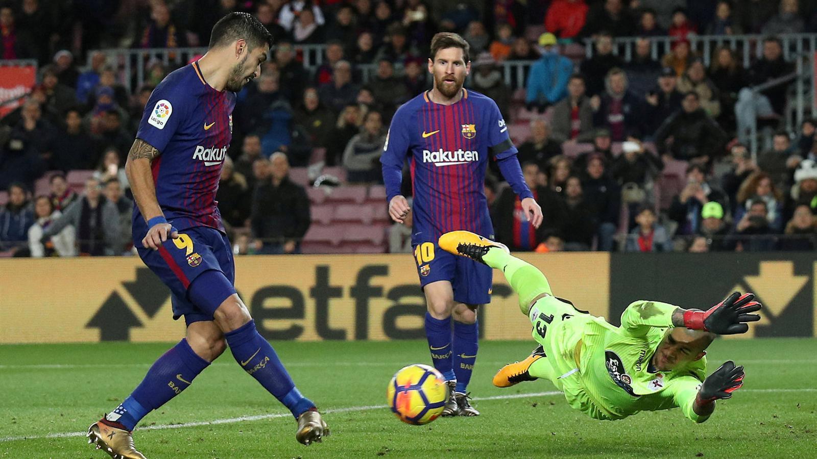 Leo Messi assistint Luis Suárez perquè l'uruguaià marqui un dels seus dos gols.