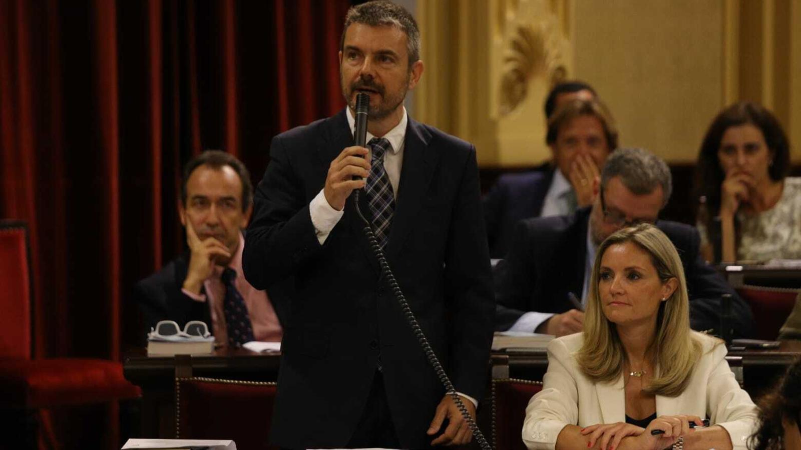 Els diputats de Cs, Marc Pérez-Ribas i Patricia Guasp, en el Parlament balear