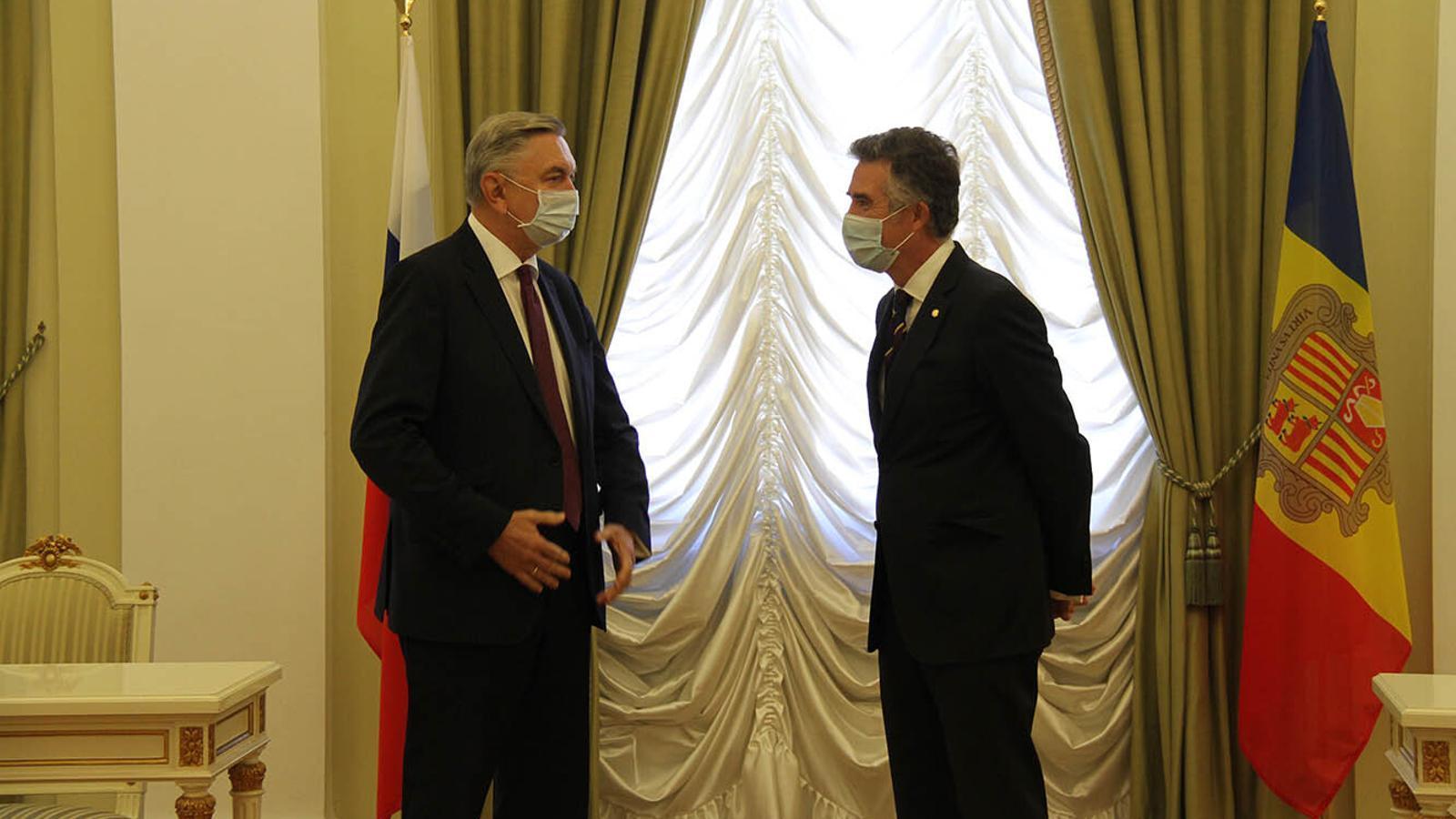 L'ambaixador d'Andorra a Espanya, Vicenç Mateu, i el seu homòleg rus, Yuri Korchagin. / SFG