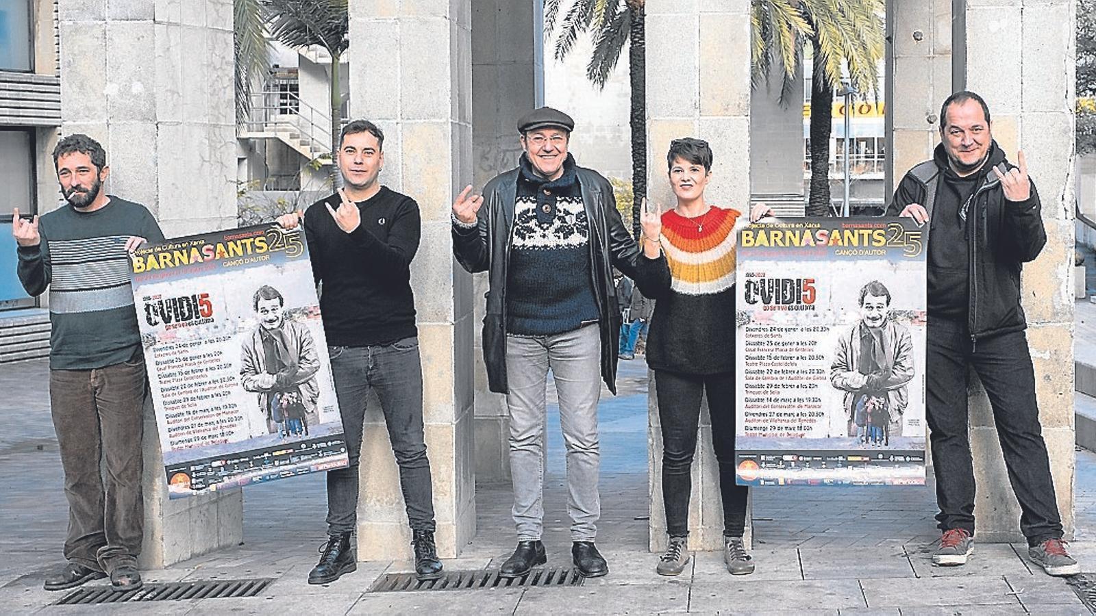 Borja Penalba, David Caño, Pere Camps (director del Barnasants), Mireia Vives i David Fernàndez davant de les Cotxeres de Sants