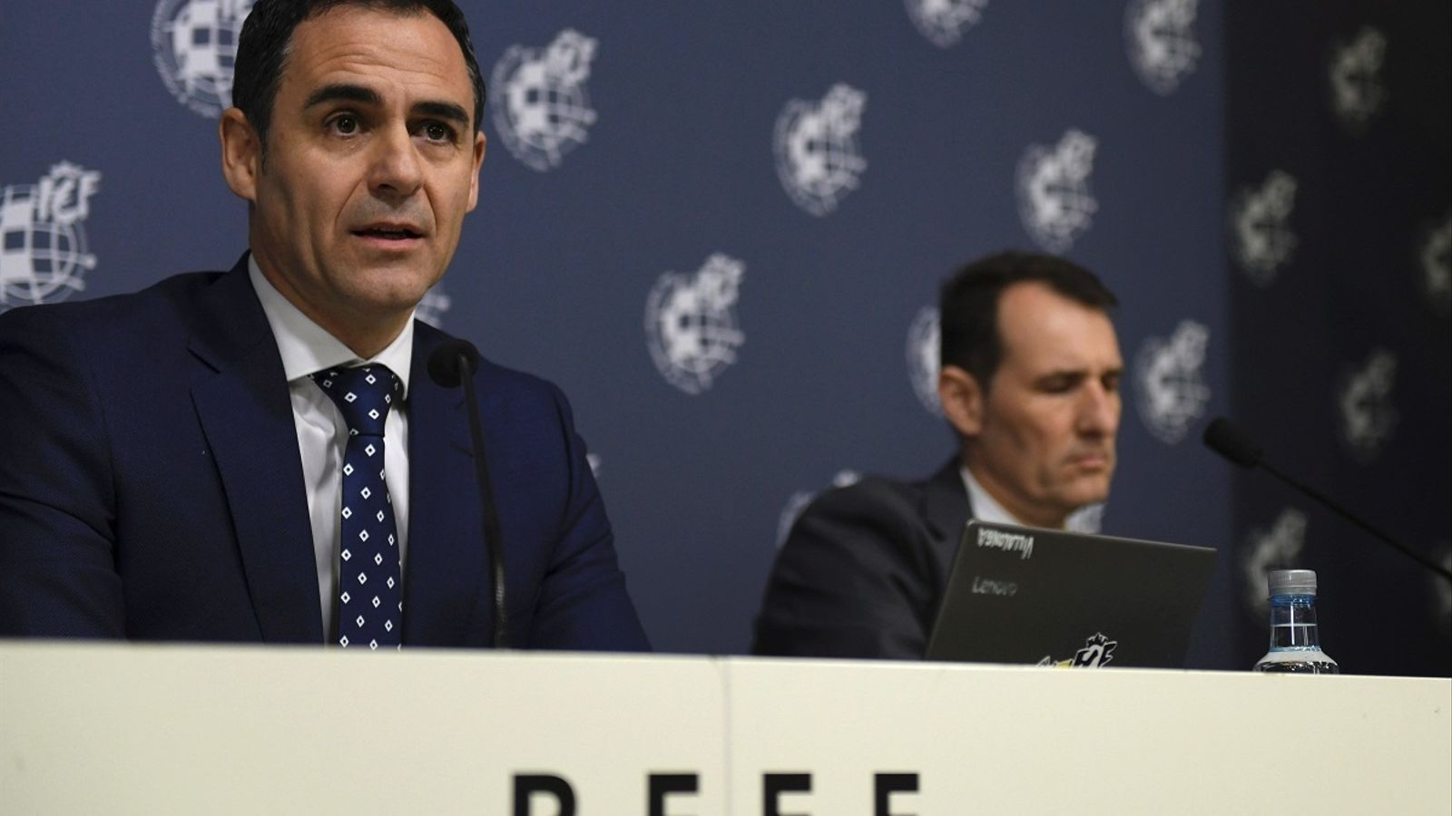 Velasco Carballo i Clos Gómez, durant la roda de premsa
