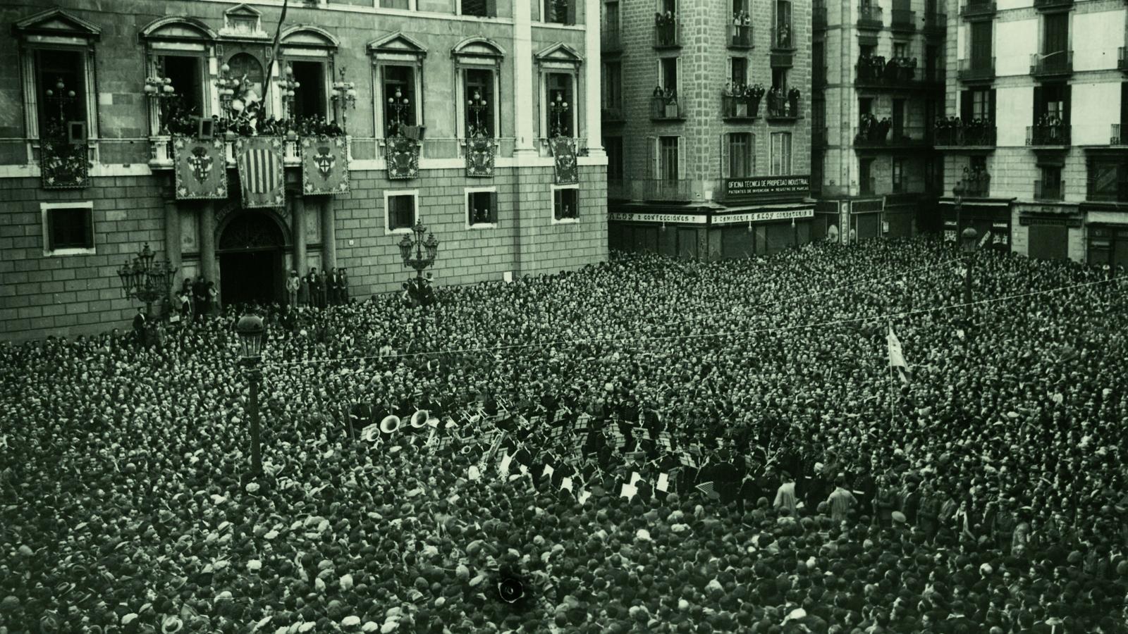 Proclamació de la Segona República a la plaça Sant Jaume