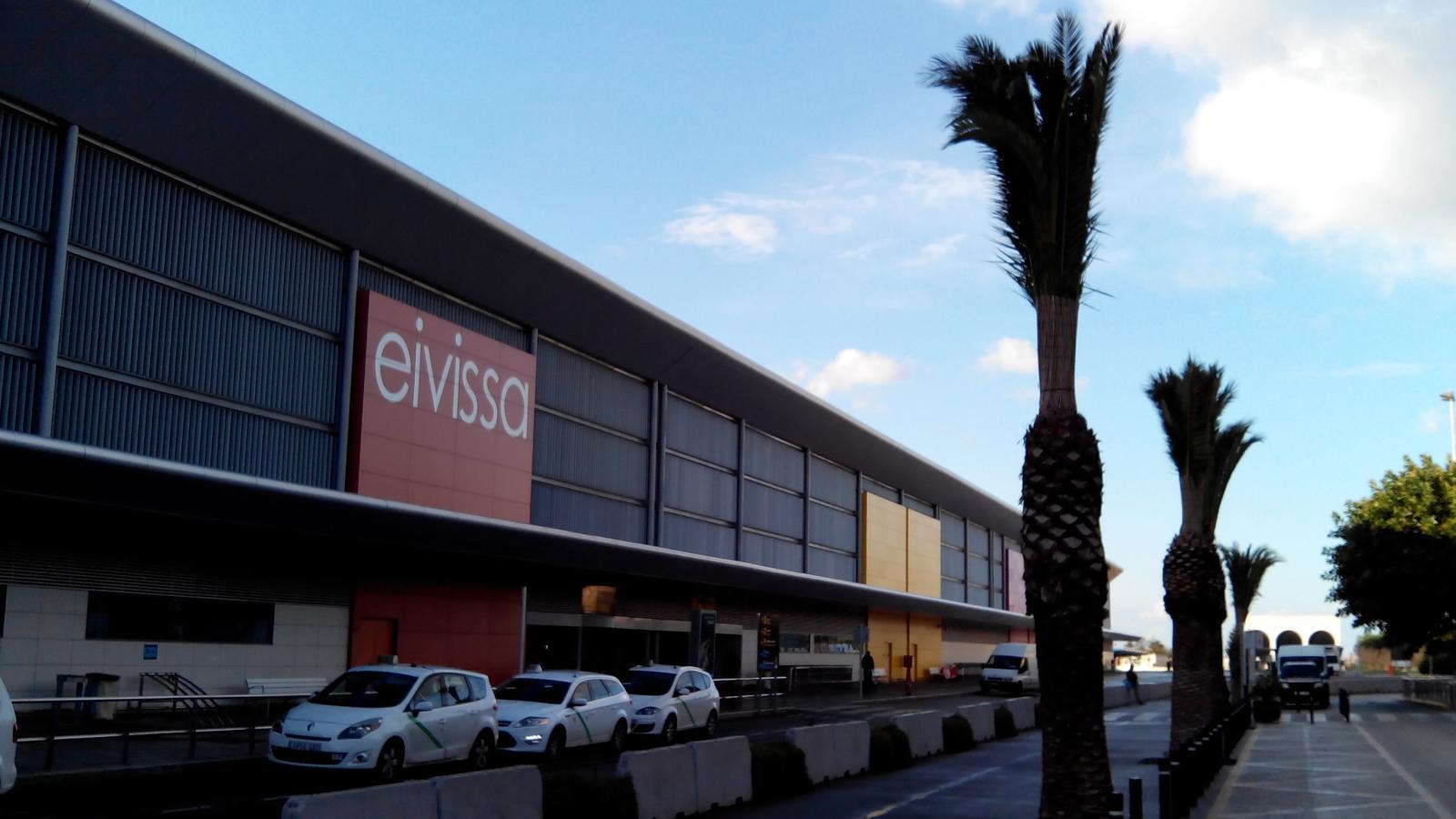 Més de 50.000 persones passaran avui per l'aeroport d'Eivissa