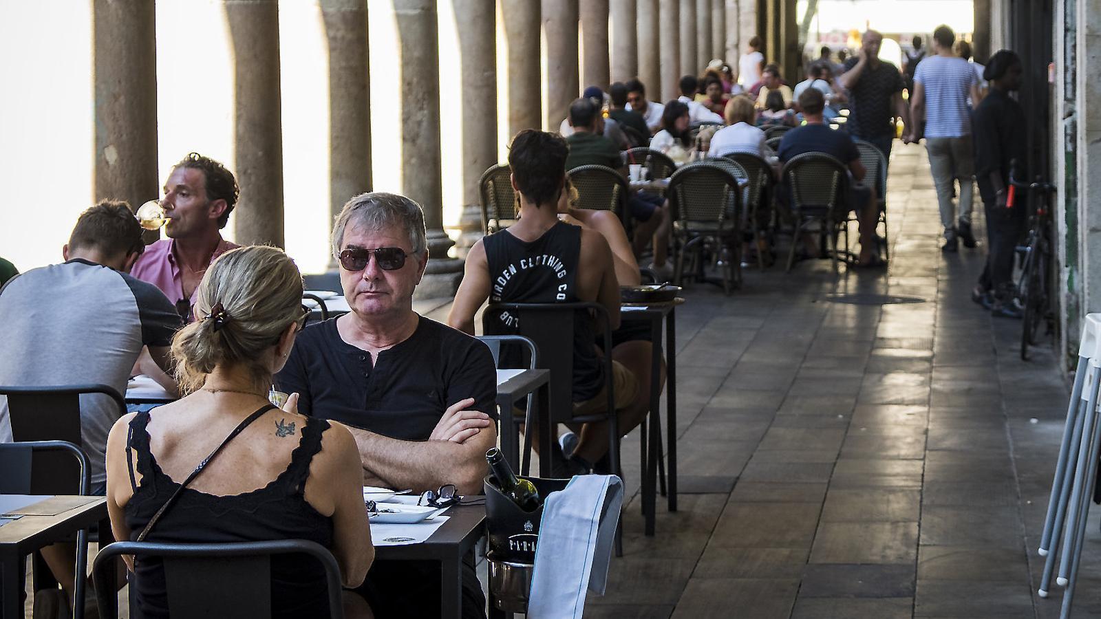 Els restauradors reobren la guerra de les terrasses a Barcelona