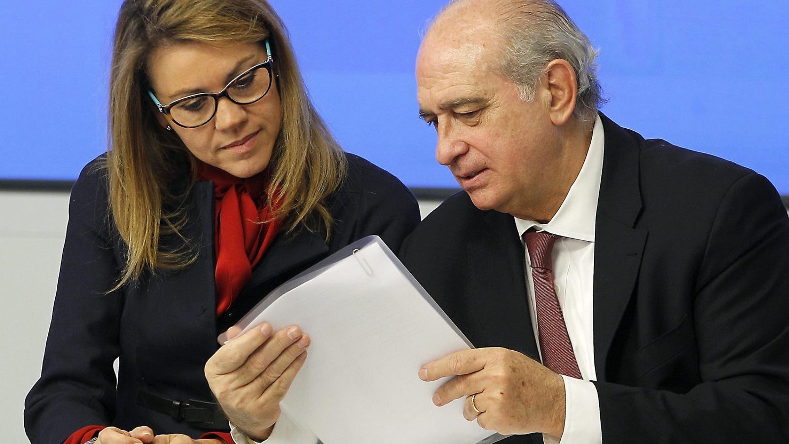 Imatge dels exministres Jorge Fernández Díaz i María Cospedal.