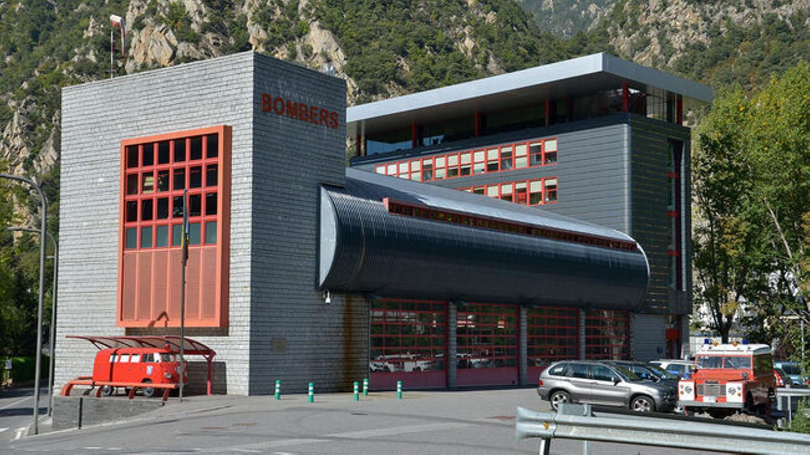 La caserna dels bombers de Santa Coloma. / ARXIU ANA