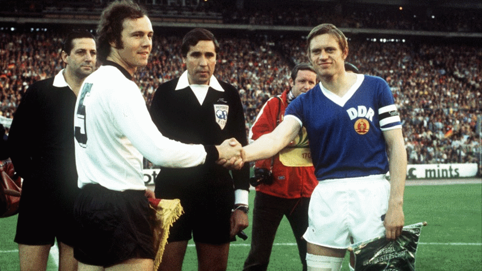 El dia que la RDA derroto a la RFA en el Mundial de Futbol de 1974 RDA-RFA-Beckenbauer-futbol_1240686139_6849079_796x482