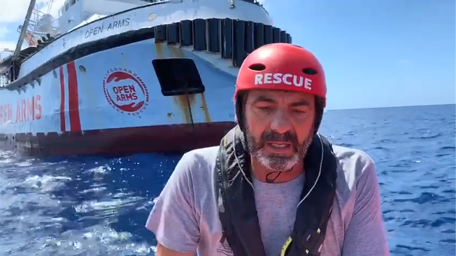 El fundador de l'ONG catalana proactiva Open Arms, Oscar Camps, denuncia la gravetat de la situació a bord del vaixell