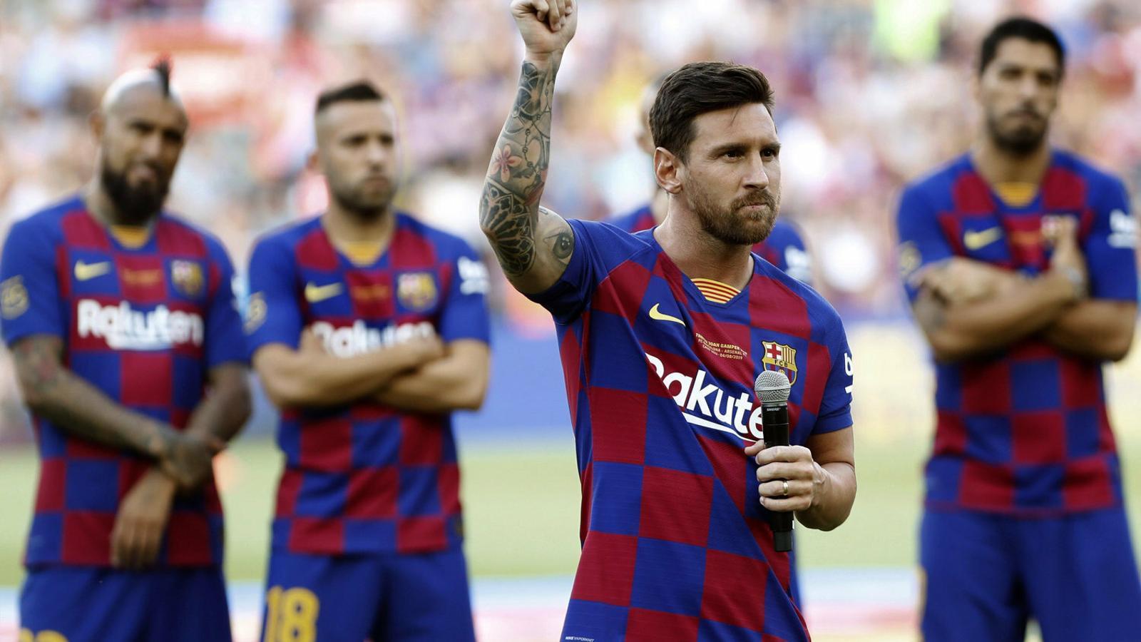 Messi fent el seu discurs al Gamper. L'argentí és dubte per al primer partit de lliga, contra l'Athletic.