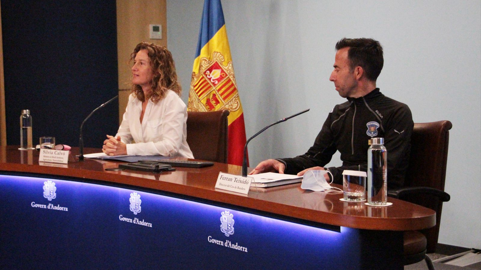 La ministra de Medi Ambient, Agricultura i Sostenibilitat, Sílvia Calvó, i el director del Cos de Banders, Ferran Teixidó, durant la roda de premsa d'aquest dijous. / M. P. (ANA)