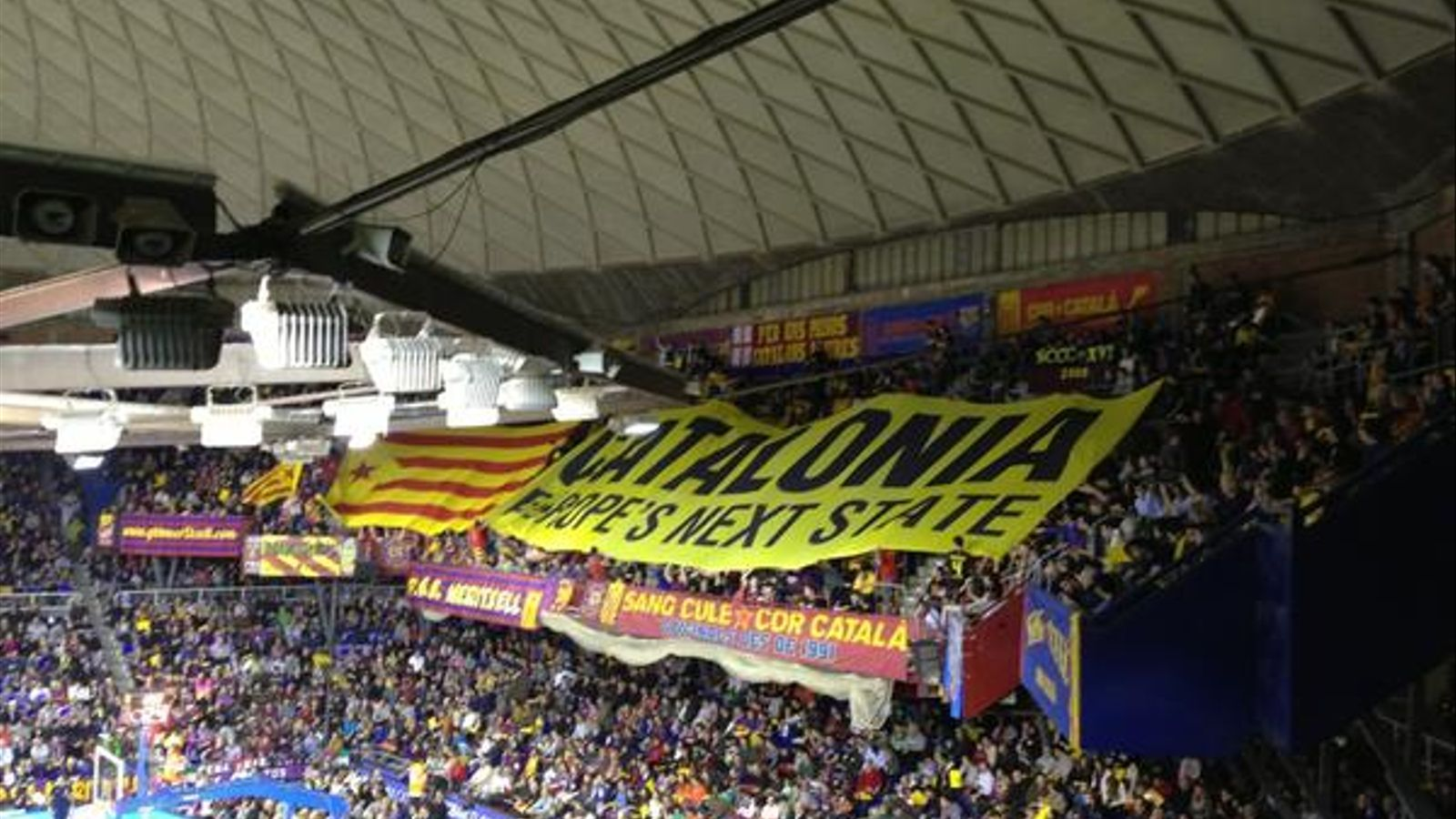 El palau blaugrana un clam a favor de la independ ncia for Puerta 0 palau blaugrana