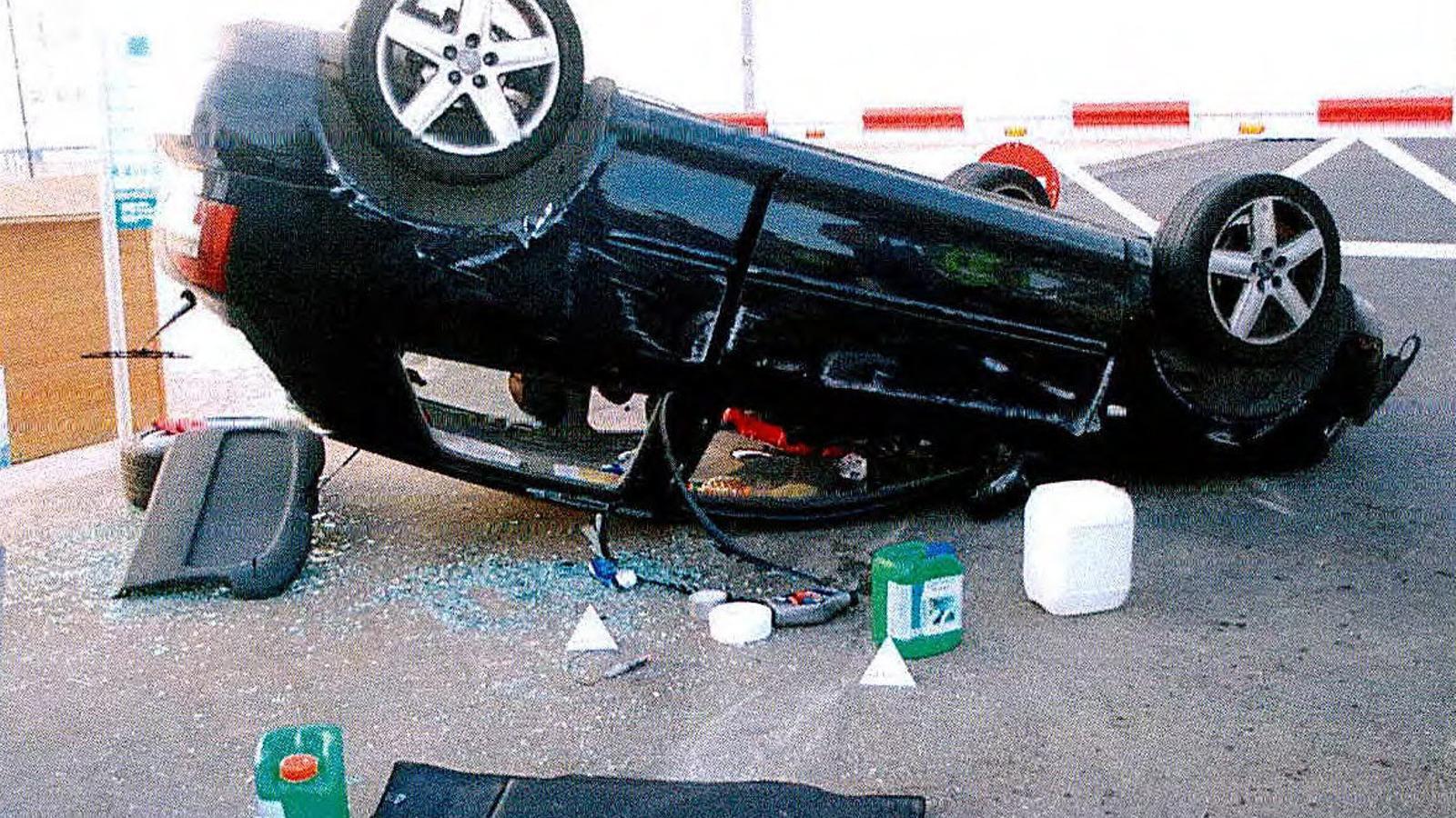 Al cotxe que es va utilitzar a Cambrils hi havia dos mocadors vermells, una mostra de la radicalització, segons els Mossos.