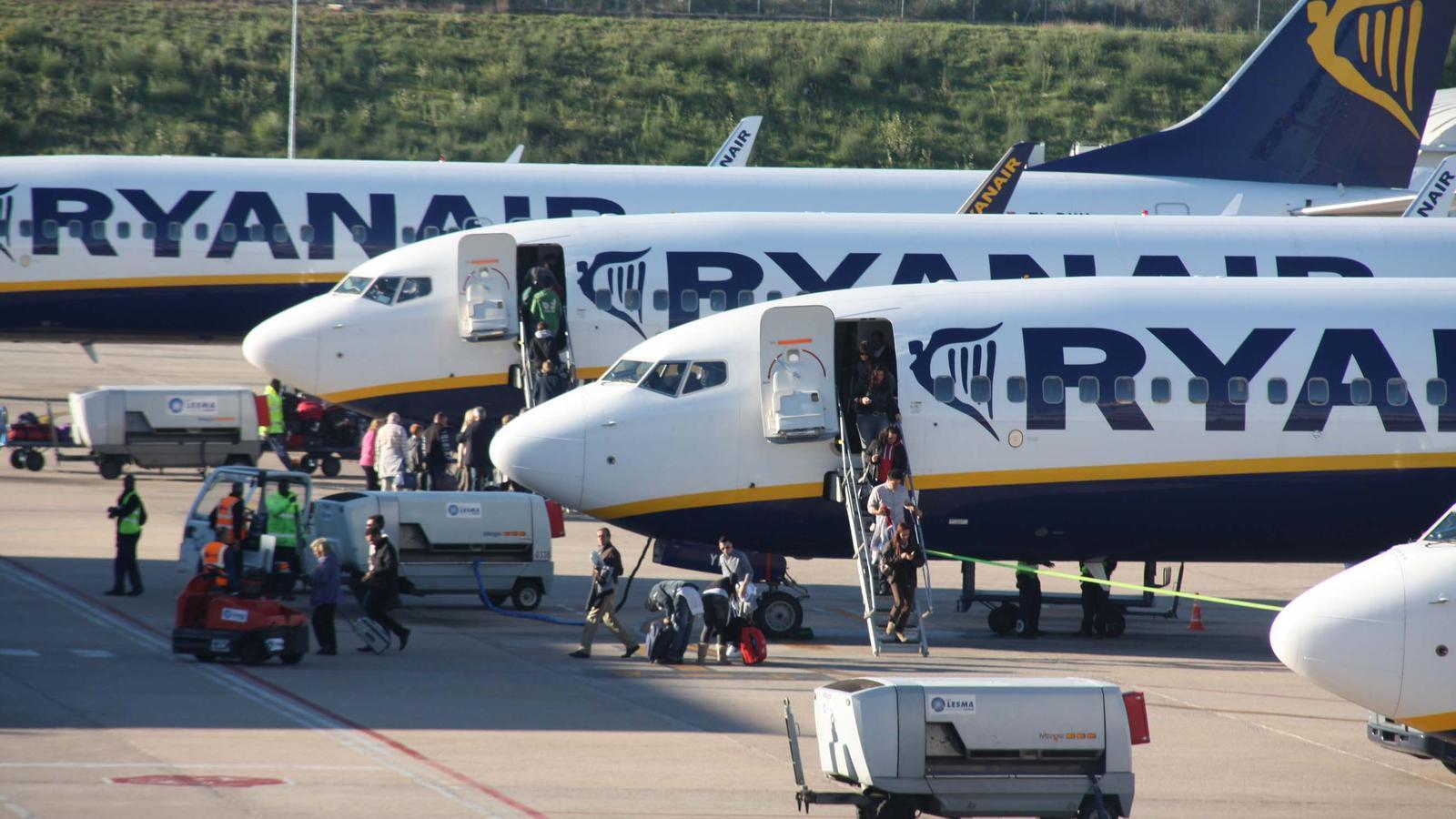 Avions de Ryanair a l'aeroport de Girona