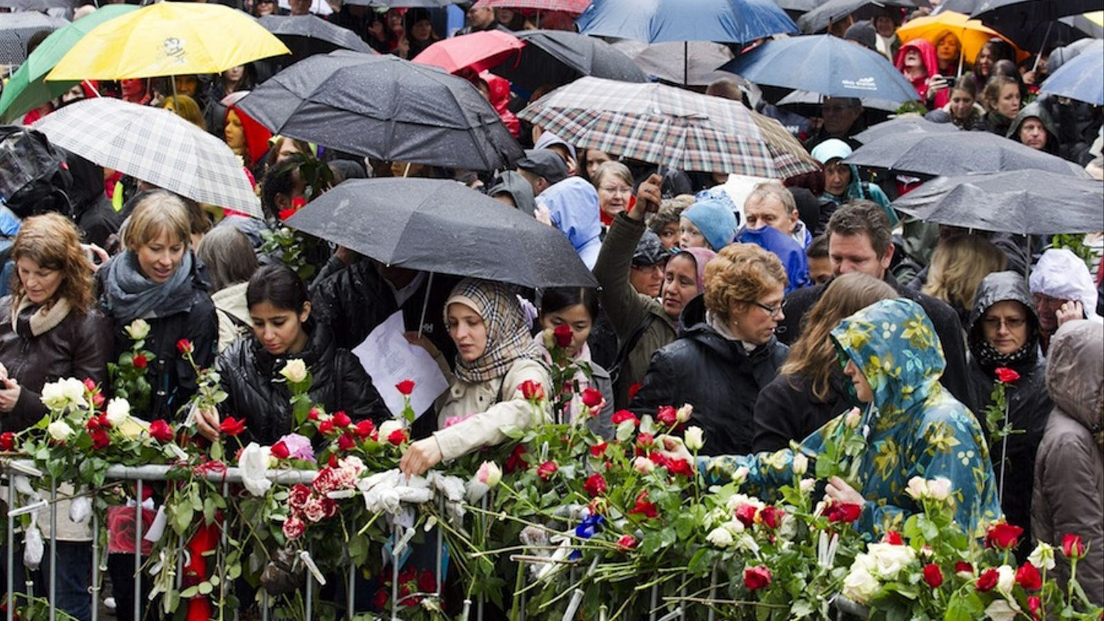40.000 persones canten contra Breivik a Oslo