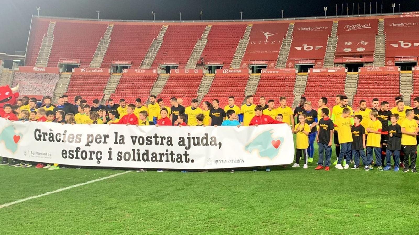 Imatge dels jugadors del Mallorca i la selecció balear