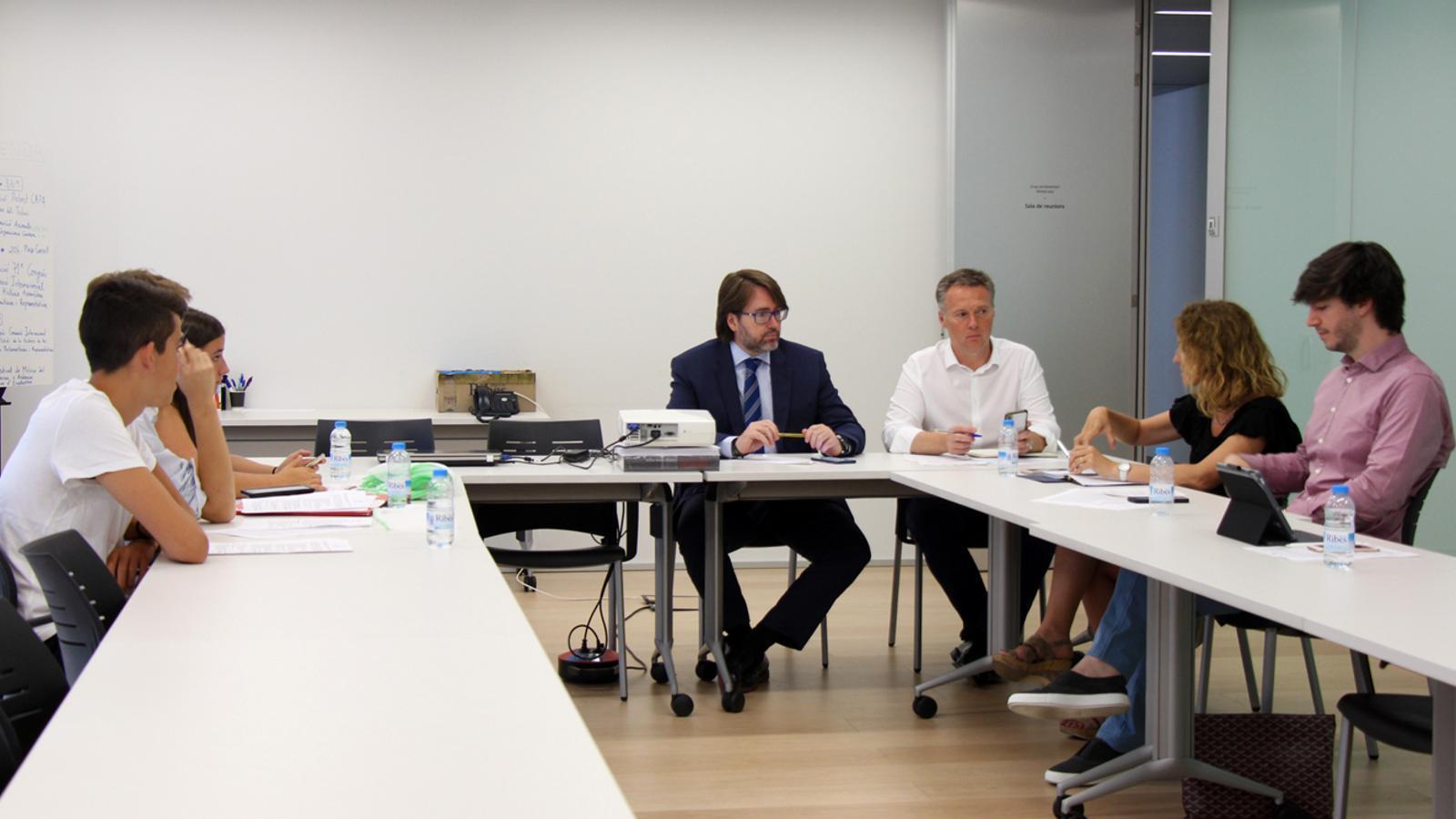Reunió dels presidents dels grups parlamentaris amb els representants de Fridays for Future. / T. N.