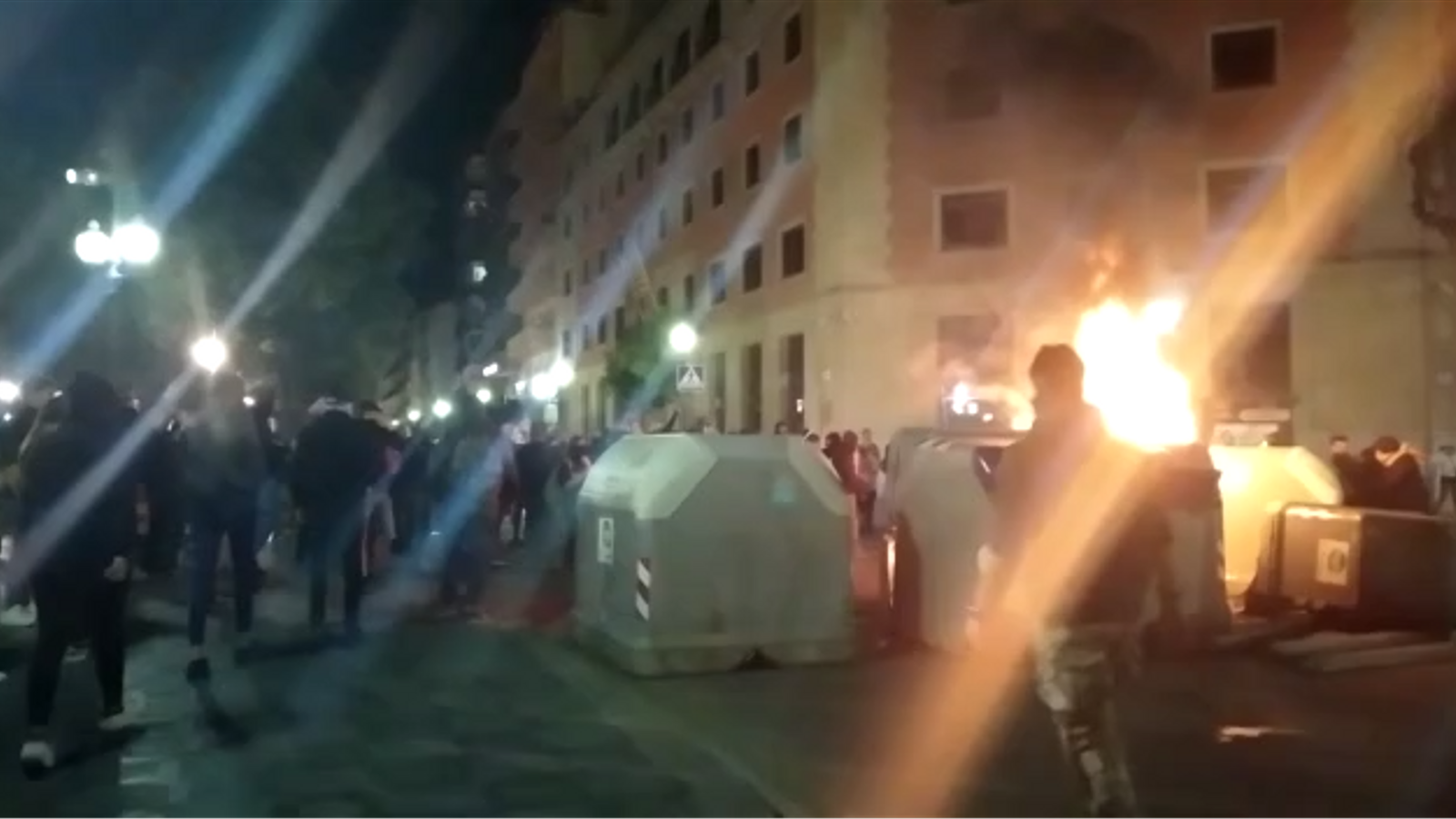 Contenidors cremant a Tarragona